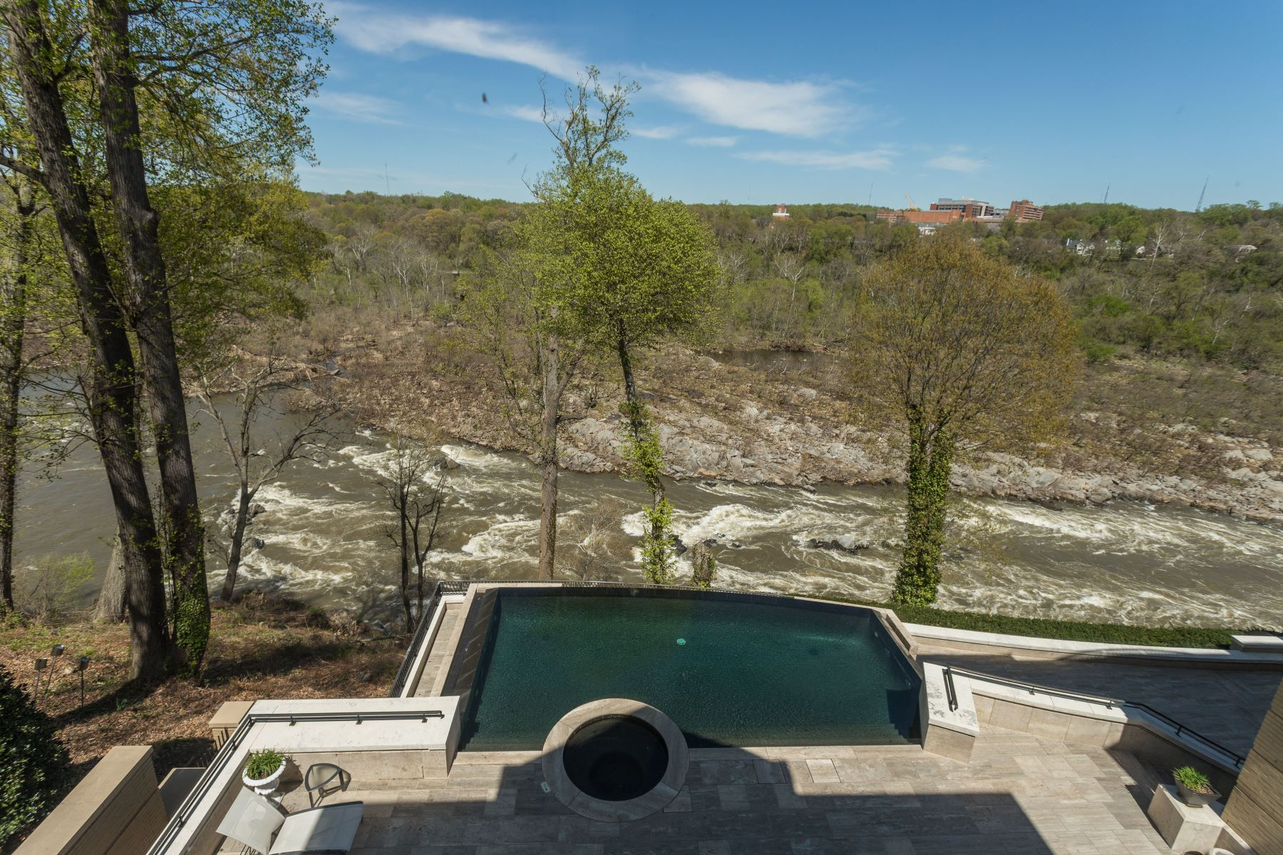 Additional photo for property listing at The Falls  McLean, バージニア 22101 アメリカ