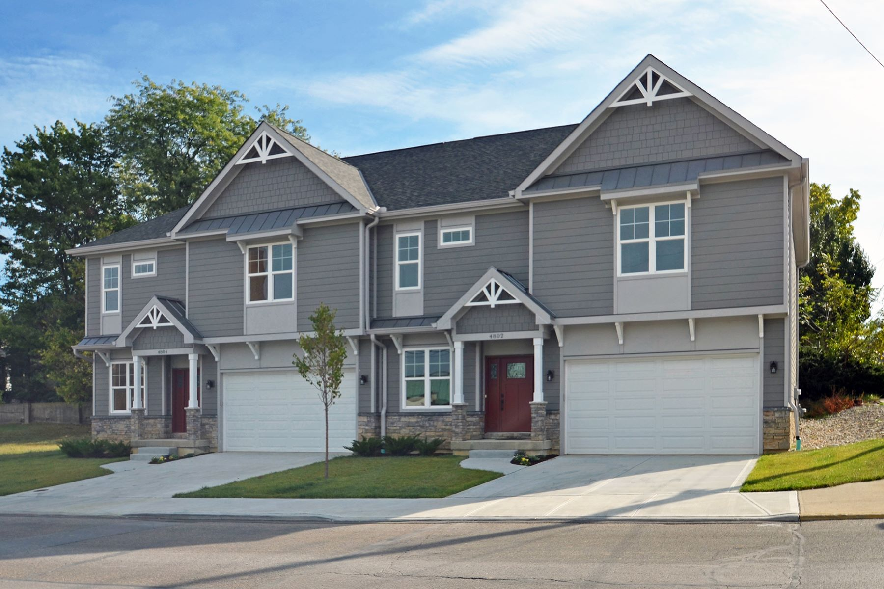 townhouses のために 売買 アット BRAND NEW energy efficient town home! 4804 Tower Ave., St. Bernard, オハイオ 45217 アメリカ