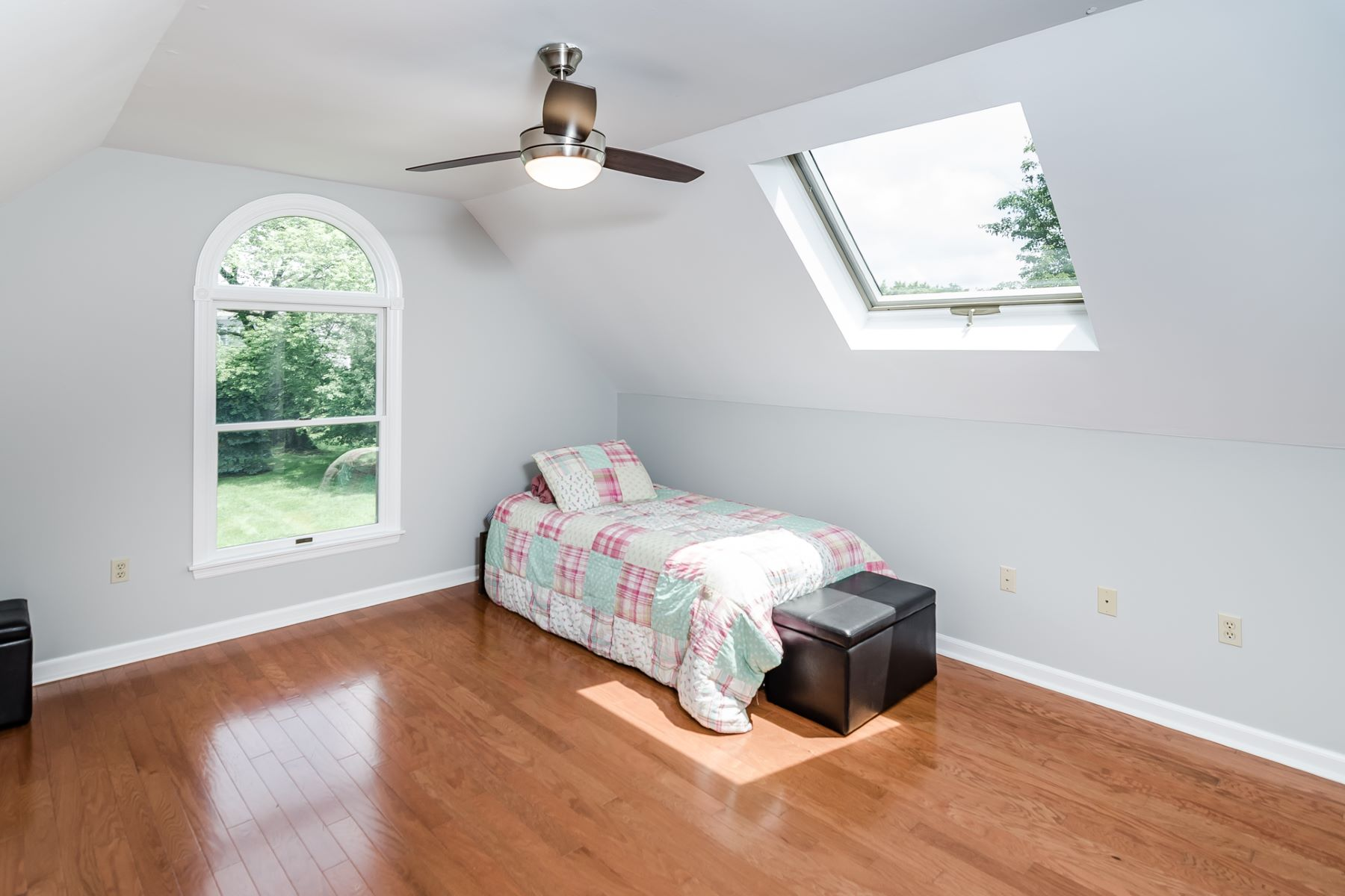 Additional photo for property listing at Sparkling Cranbury Colonial with a Modern Flow 44 Old Trenton Road, Cranbury, New Jersey 08512 United States