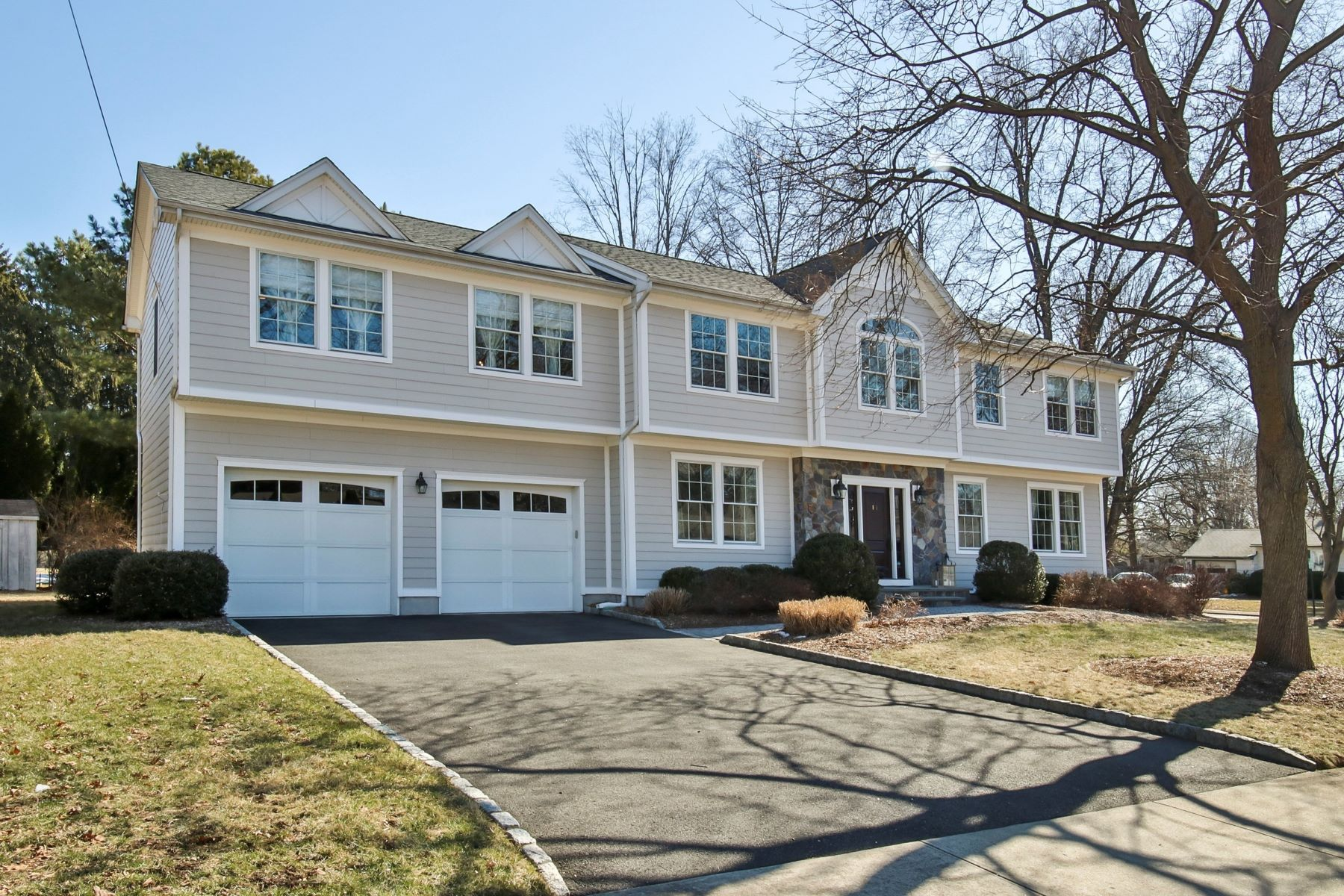 Single Family Home for Sale at Center Hall Colonial 83 Charles Place, Old Tappan, New Jersey 07675 United States