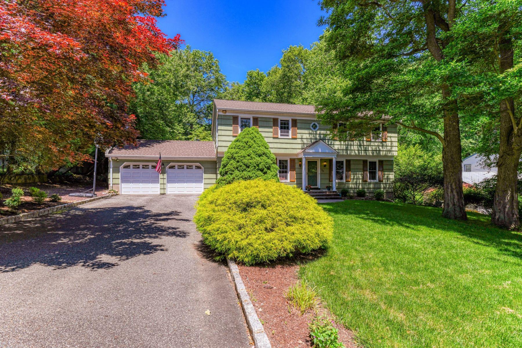 Single Family Homes 为 销售 在 Private & Classic 72 Baylor Ave, 希尔斯代尔, 新泽西州 07642 美国