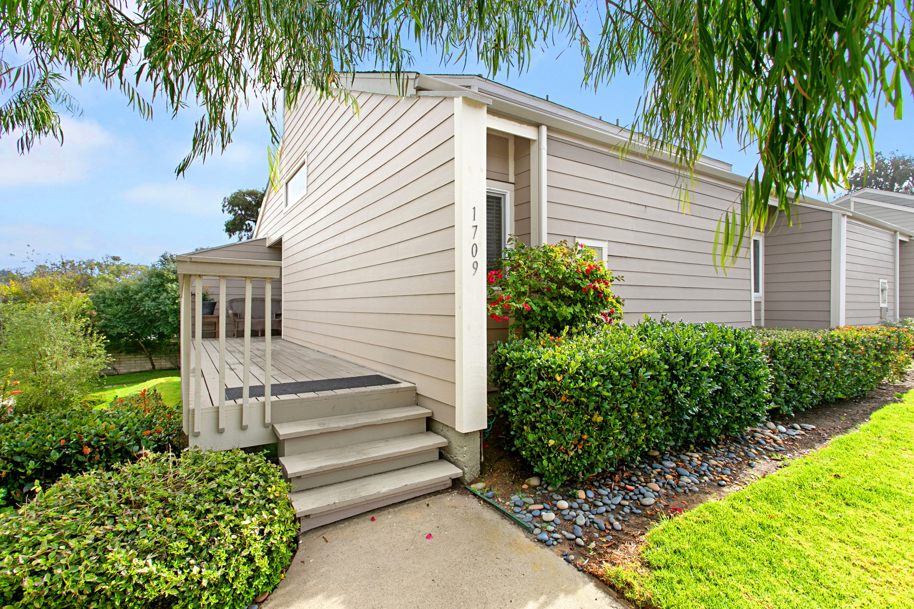 Property for Sale at Lovely Townhome in Seabluffe 1709 Kennington Encinitas, California 92024 United States