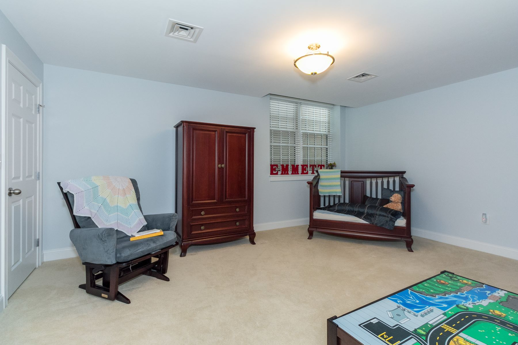 Additional photo for property listing at Fabulous condo in the heart of Porter Square 1 Russell Street Unit 107 Cambridge, Massachusetts 02140 United States