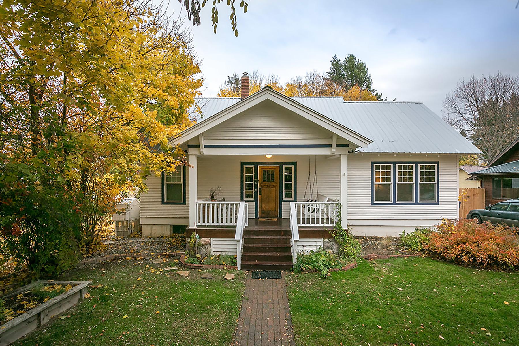 一戸建て のために 売買 アット Classic South Sandpoint Bungalow 311 Huron, Sandpoint, アイダホ, 83864 アメリカ合衆国