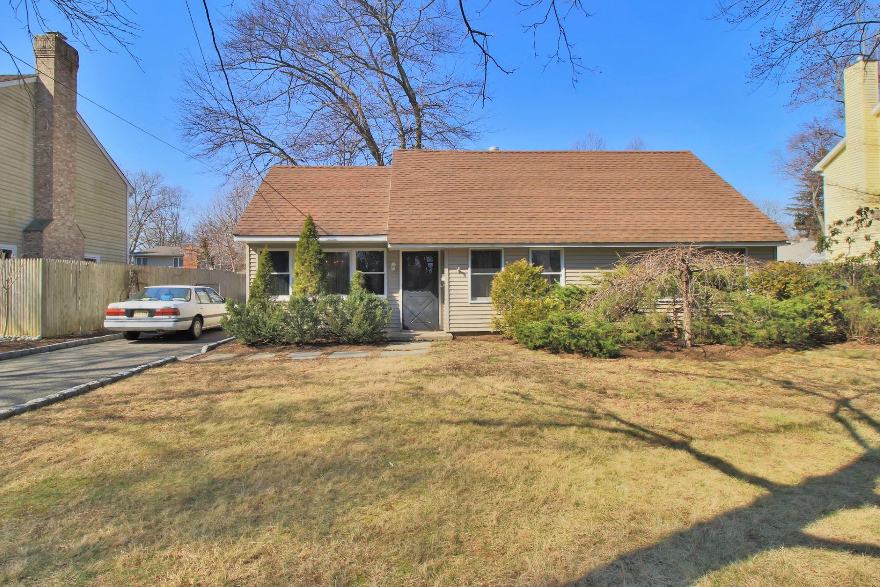 Частный односемейный дом для того Продажа на Charming Cape 48 Lockerby Ln Westwood, Нью-Джерси 07675 Соединенные Штаты