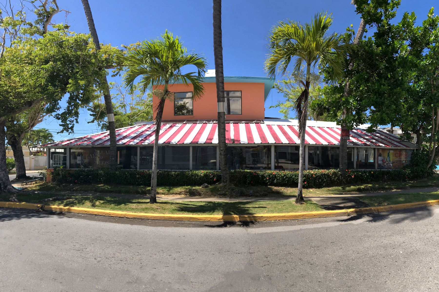 Additional photo for property listing at Prime Location Rarely Available at Punta Las Marias Restaurant Row 35 Caoba Street San Juan, 00913 Porto Rico