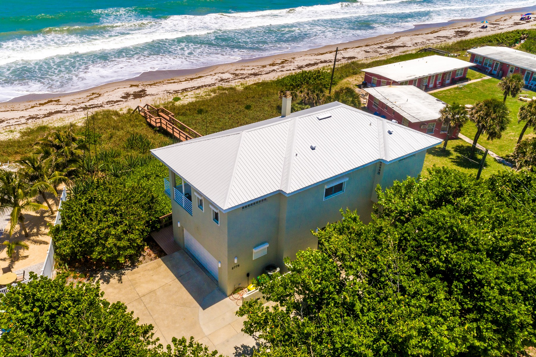 Single Family Homes для того Продажа на Modern Oceanfront Beauty 2775 S Highway A1A Melbourne Beach, Флорида 32951 Соединенные Штаты