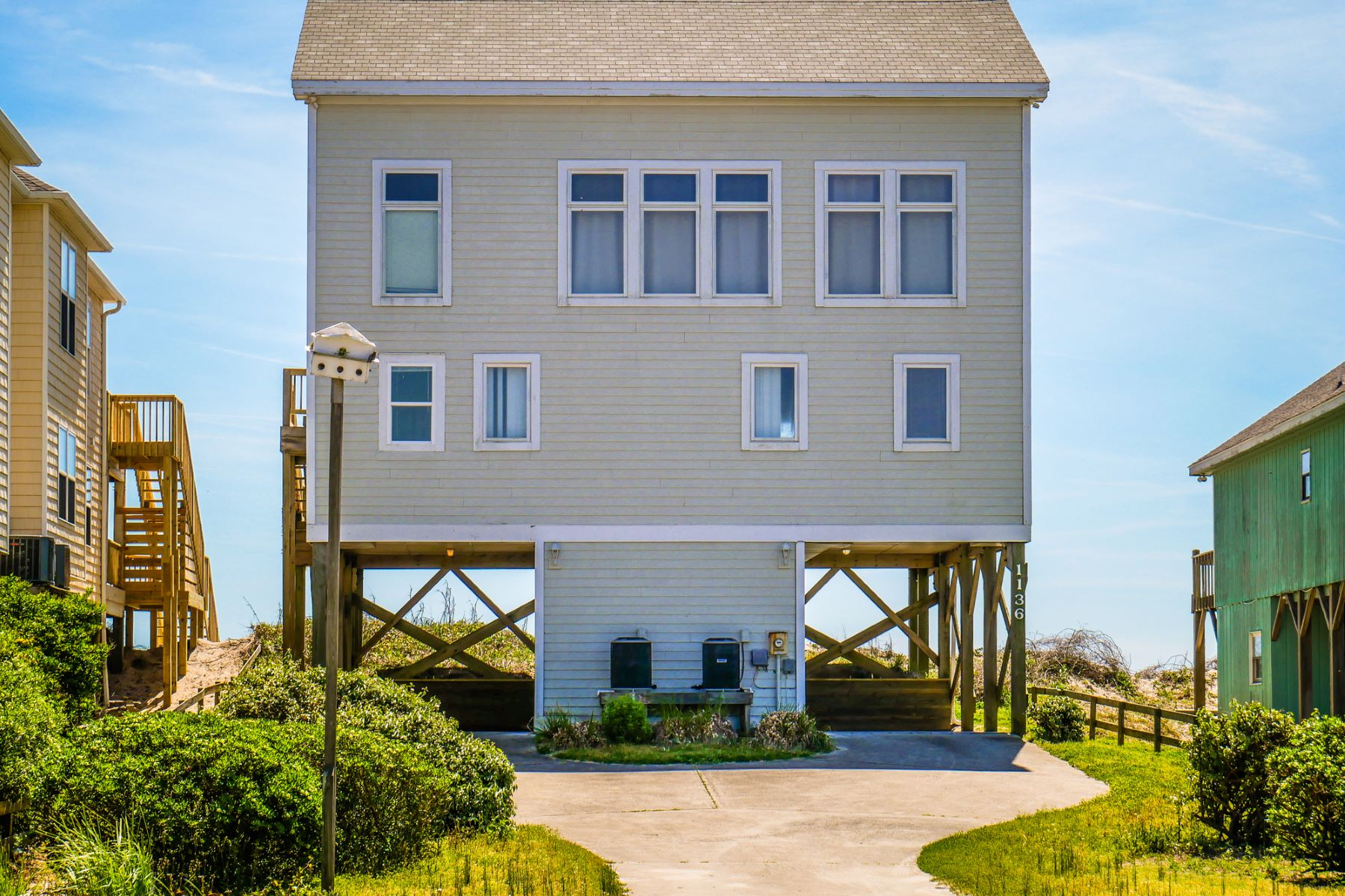 Single Family Homes για την Πώληση στο Oceanfront Home in Coveted Area 1136 S Shore Drive, Surf City, Βορεια Καρολινα 28445 Ηνωμένες Πολιτείες