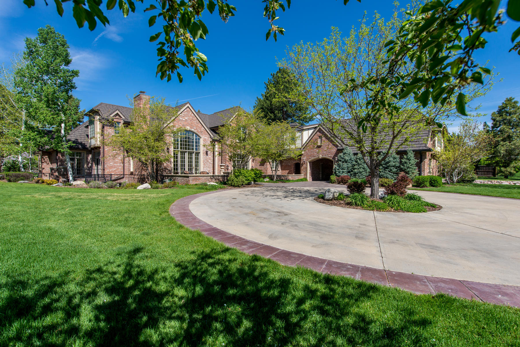 Casa Unifamiliar por un Venta en The Only Property of It's Kind in Cherry Hills Village 7 Vista Rd Cherry Hills Village, Colorado 80113 Estados Unidos