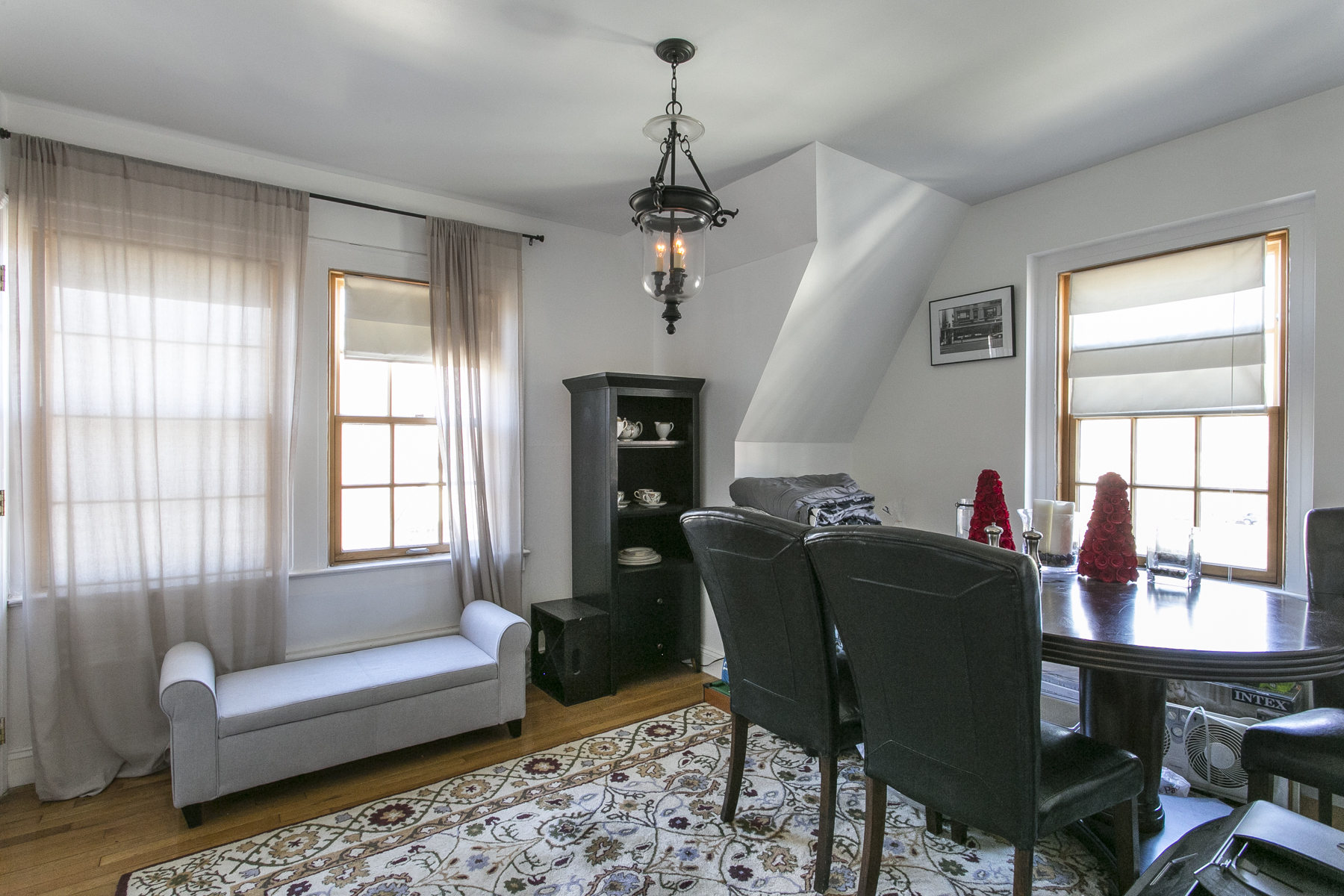 """Additional photo for property listing at """"DUPLEX IN PRIME GARDENS LOCATION""""  NO FEE  Forest Hills, 紐約州 11375 美國"""