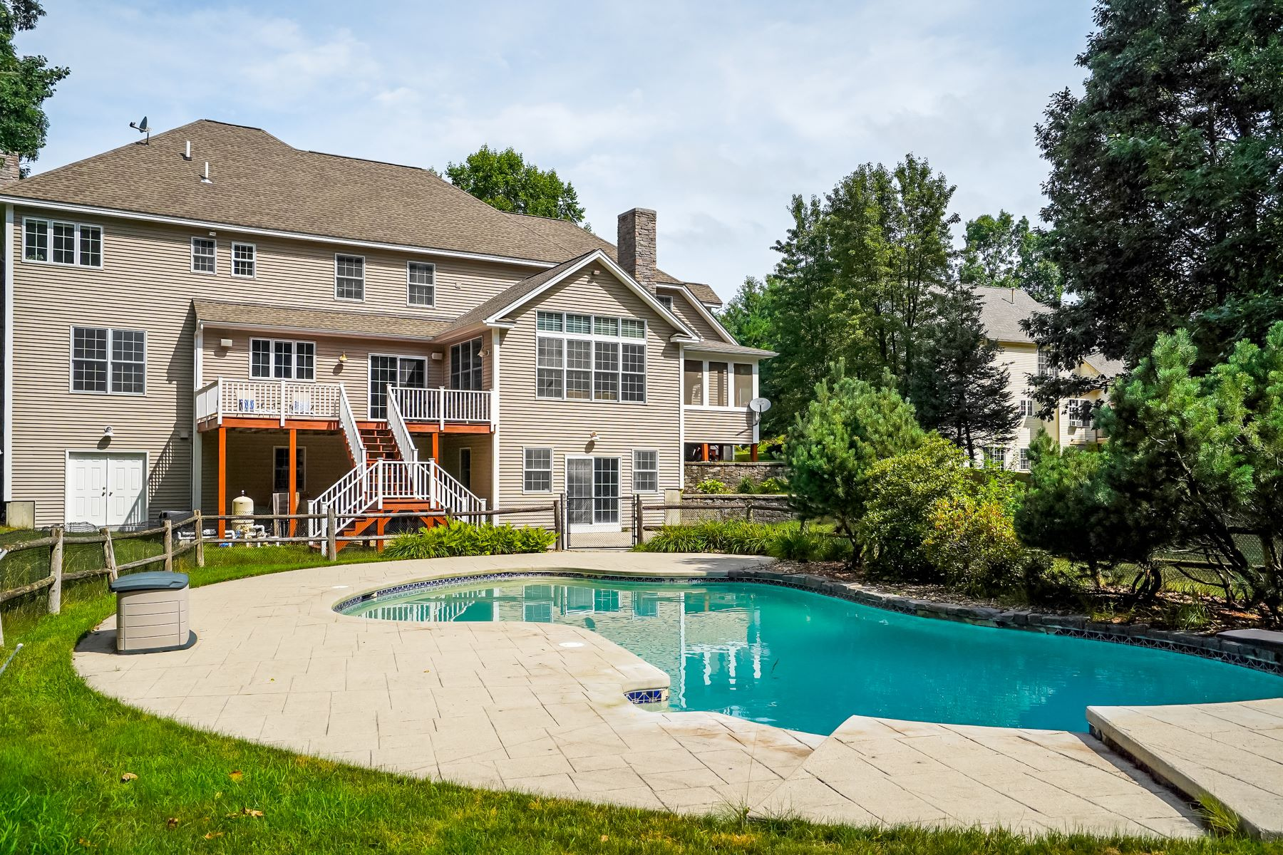 Single Family Homes for Active at 33 Long Hill Road Hollis, New Hampshire 03049 United States