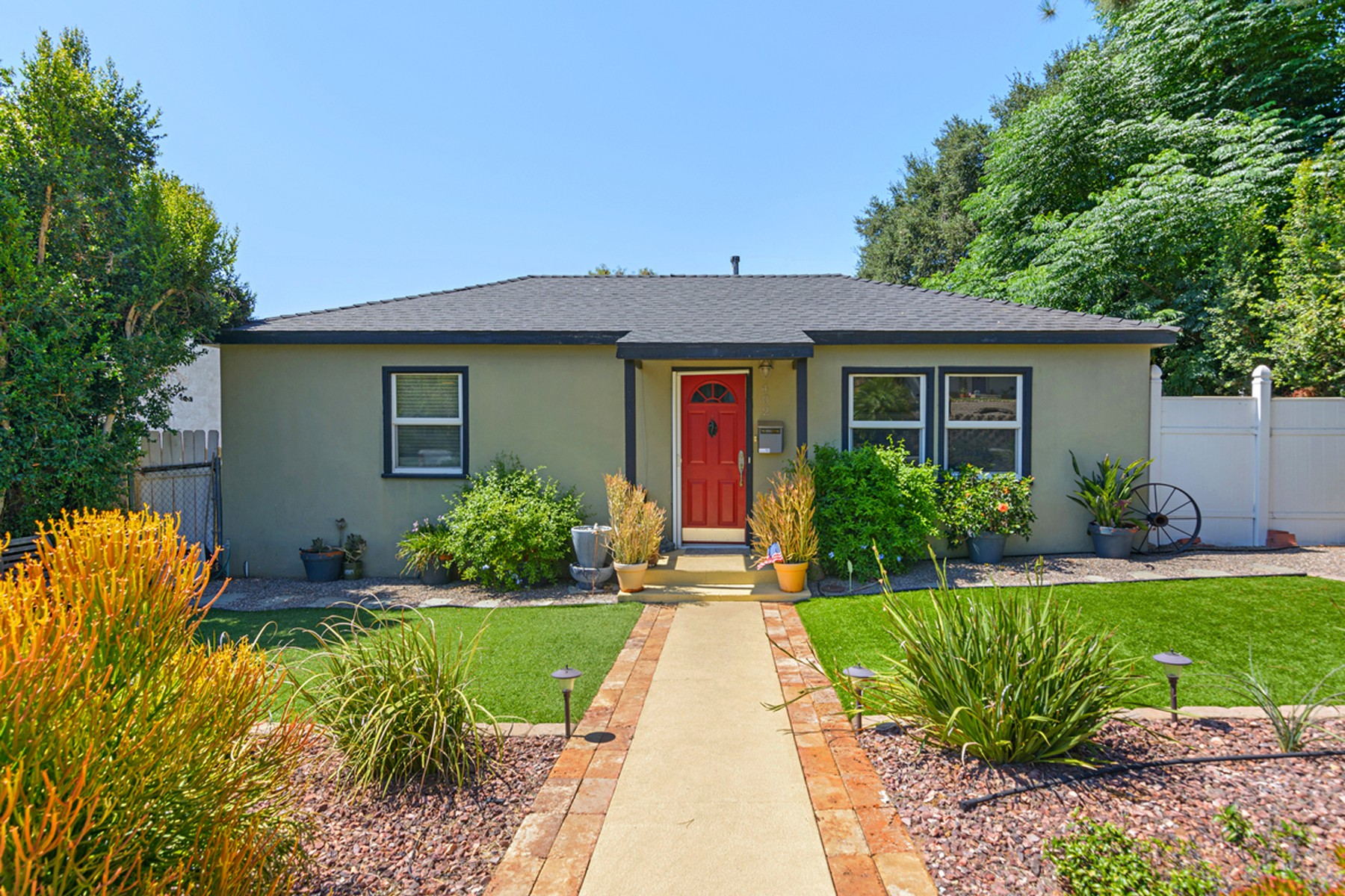Einfamilienhaus für Verkauf beim 402 East 9th Avenue Escondido, Kalifornien, 92025 Vereinigte Staaten