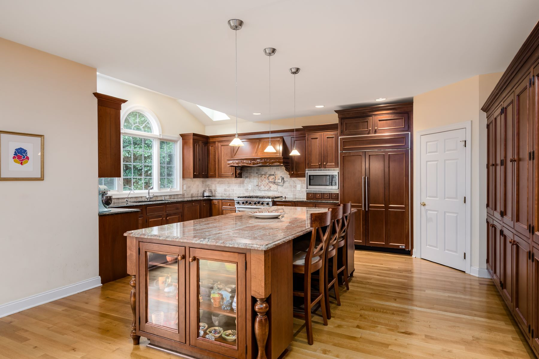 Additional photo for property listing at Cranbury Colonial Celebrates Toll Brothers Luxury 14 Shady Brook Lane Cranbury, New Jersey 08512 United States