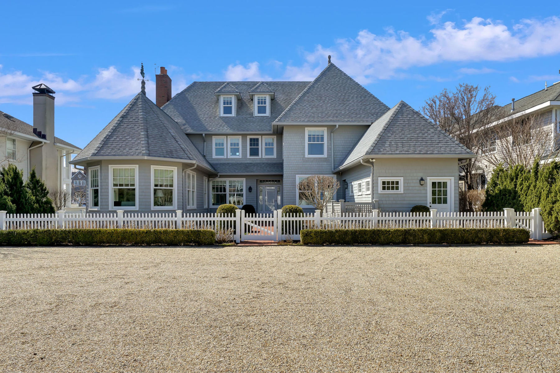 Maison unifamiliale pour l Vente à Exquisitely Appointed Lagoon Front Home Offers Shore Living At It's Finest 950 Barnegat Lane, Mantoloking, New Jersey 08738 États-Unis