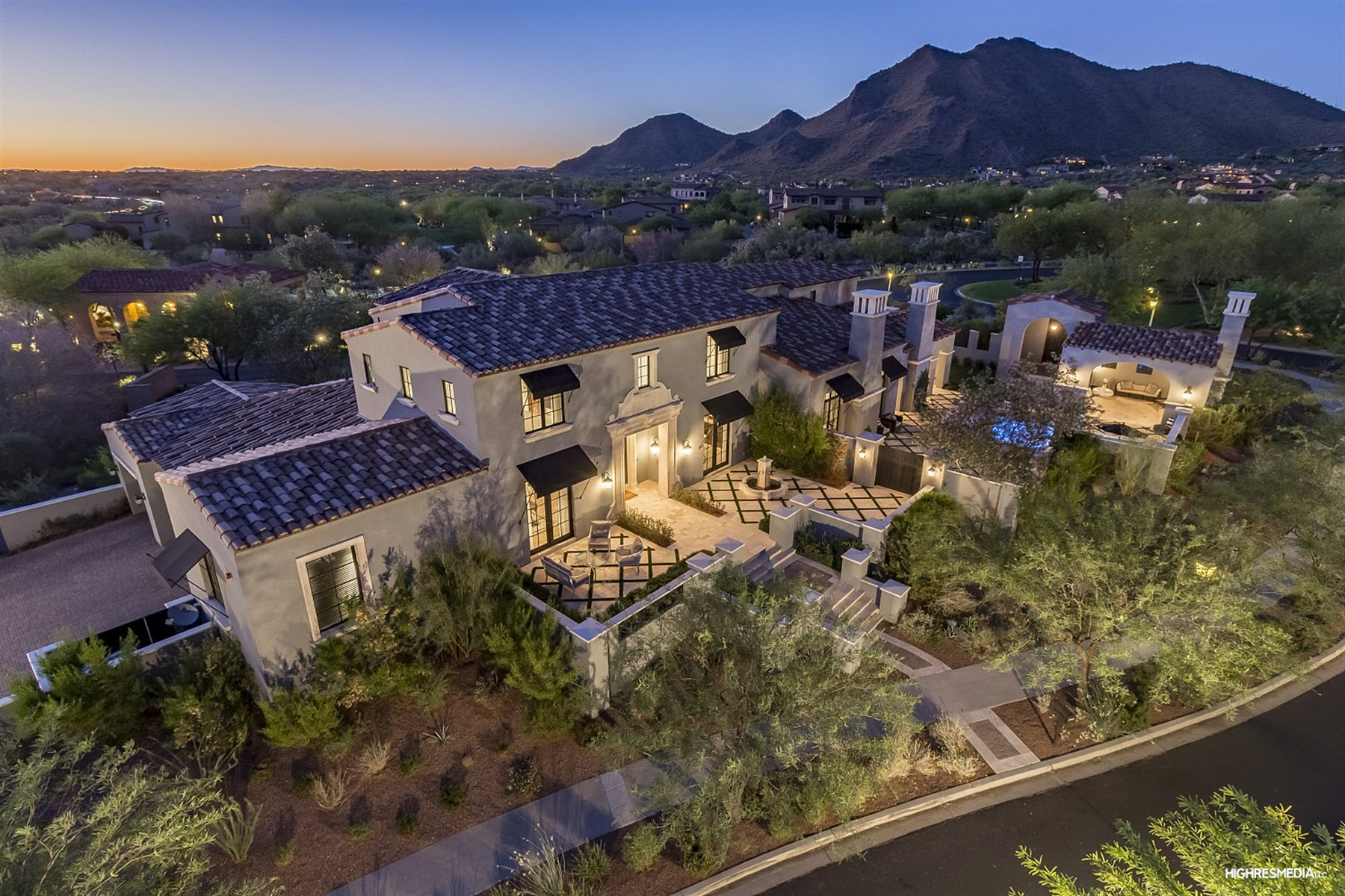 단독 가정 주택 용 매매 에 Incredible Mediterranean Style Residence in The Parks at Silverleaf 20044 N 101st Way, Scottsdale, 아리조나, 85255 미국