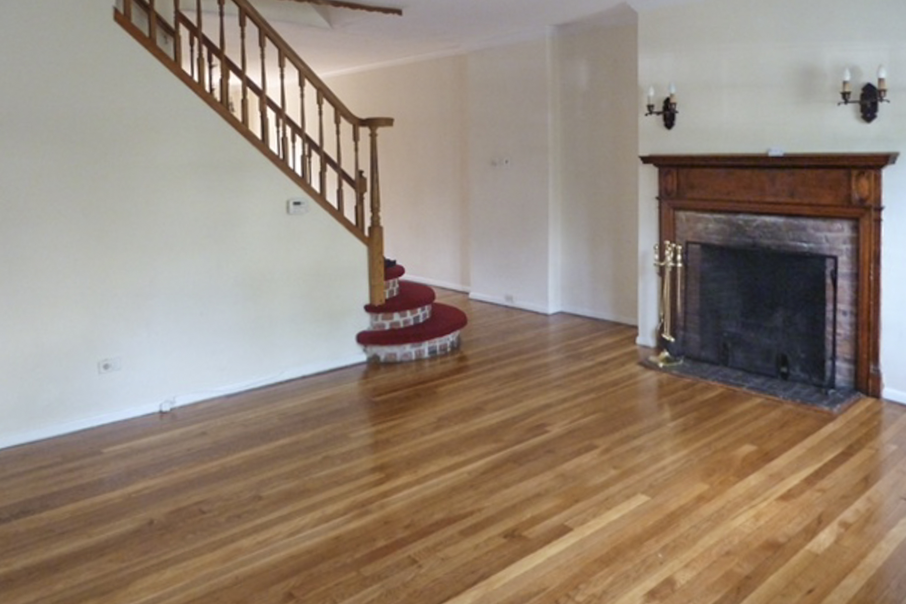 "Additional photo for property listing at ""CHARMING TUDOR TOWNHOUSE IN FOREST HILLS ARBOR CLOSE""  Forest Hills, Nueva York 11375 Estados Unidos"