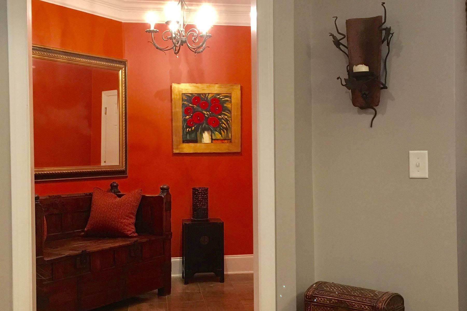 Condominio per Vendita alle ore Prime Vinings Three Bedroom Condo 4100 Paces Walk 1102 Atlanta, Georgia, 30339 Stati Uniti