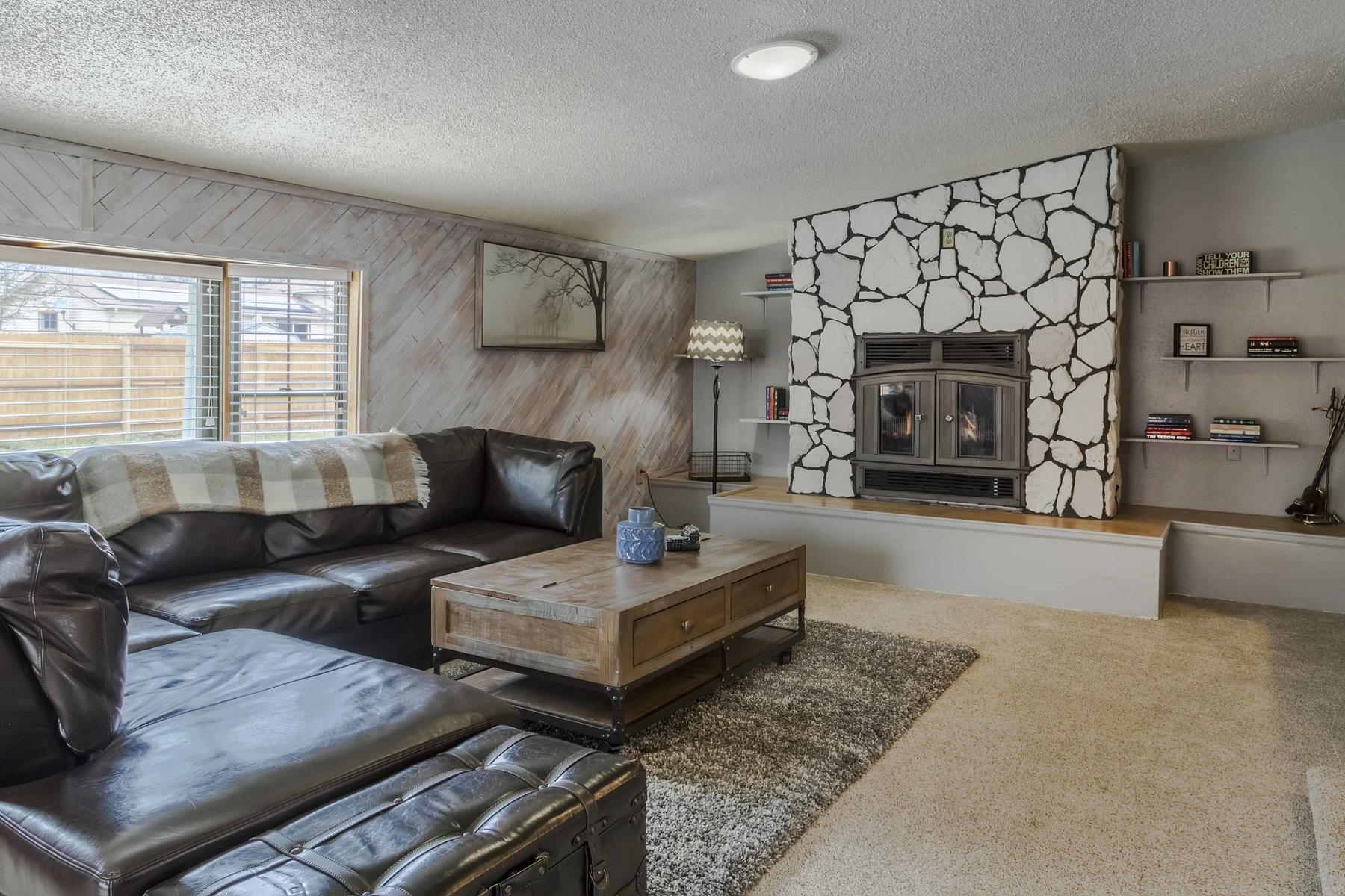 Additional photo for property listing at Wonderful Ranch Home In The Heart Of Arvada 7087 Wright Court Arvada, Colorado 80004 United States