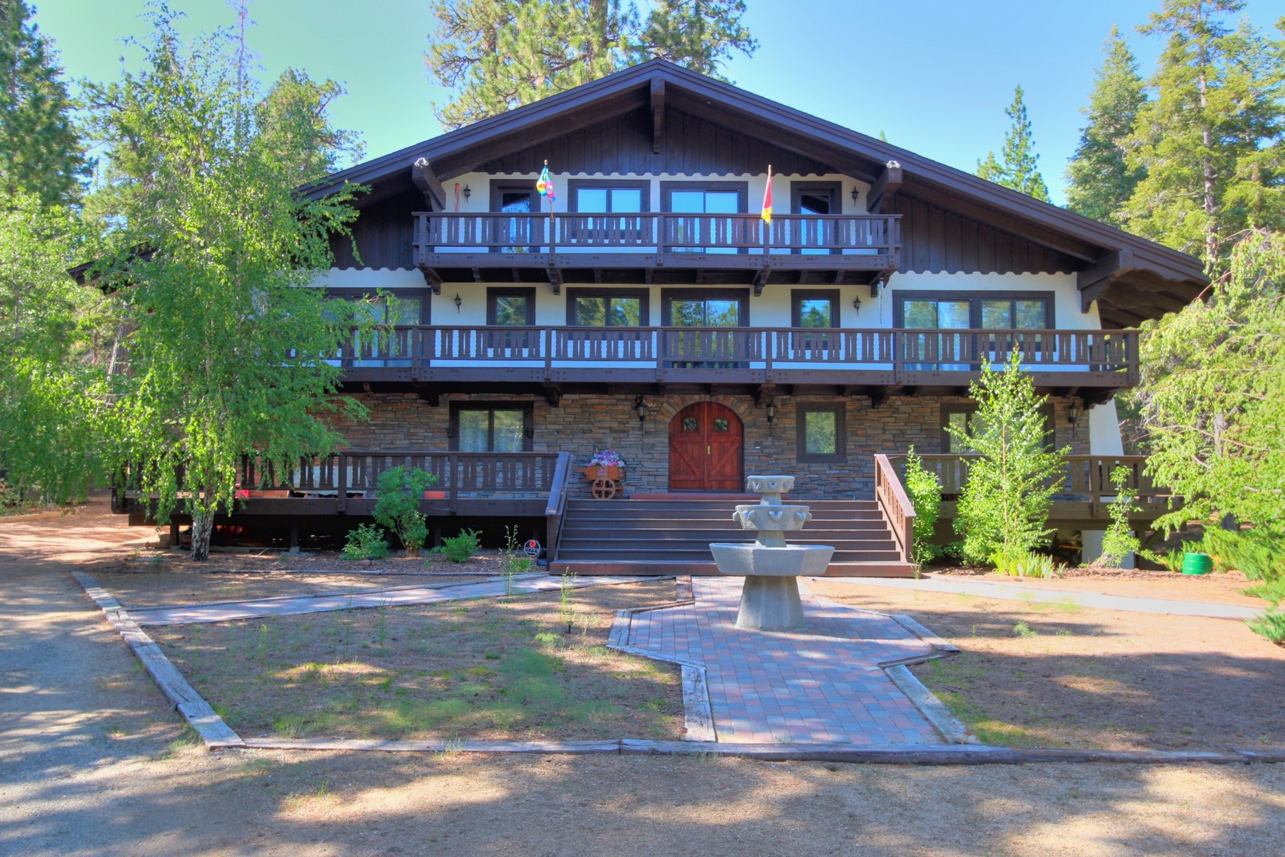 Casa Unifamiliar por un Venta en 42223 Switzerland Drive Big Bear Lake, Ca. 92315 Big Bear Lake, California 92315 Estados Unidos