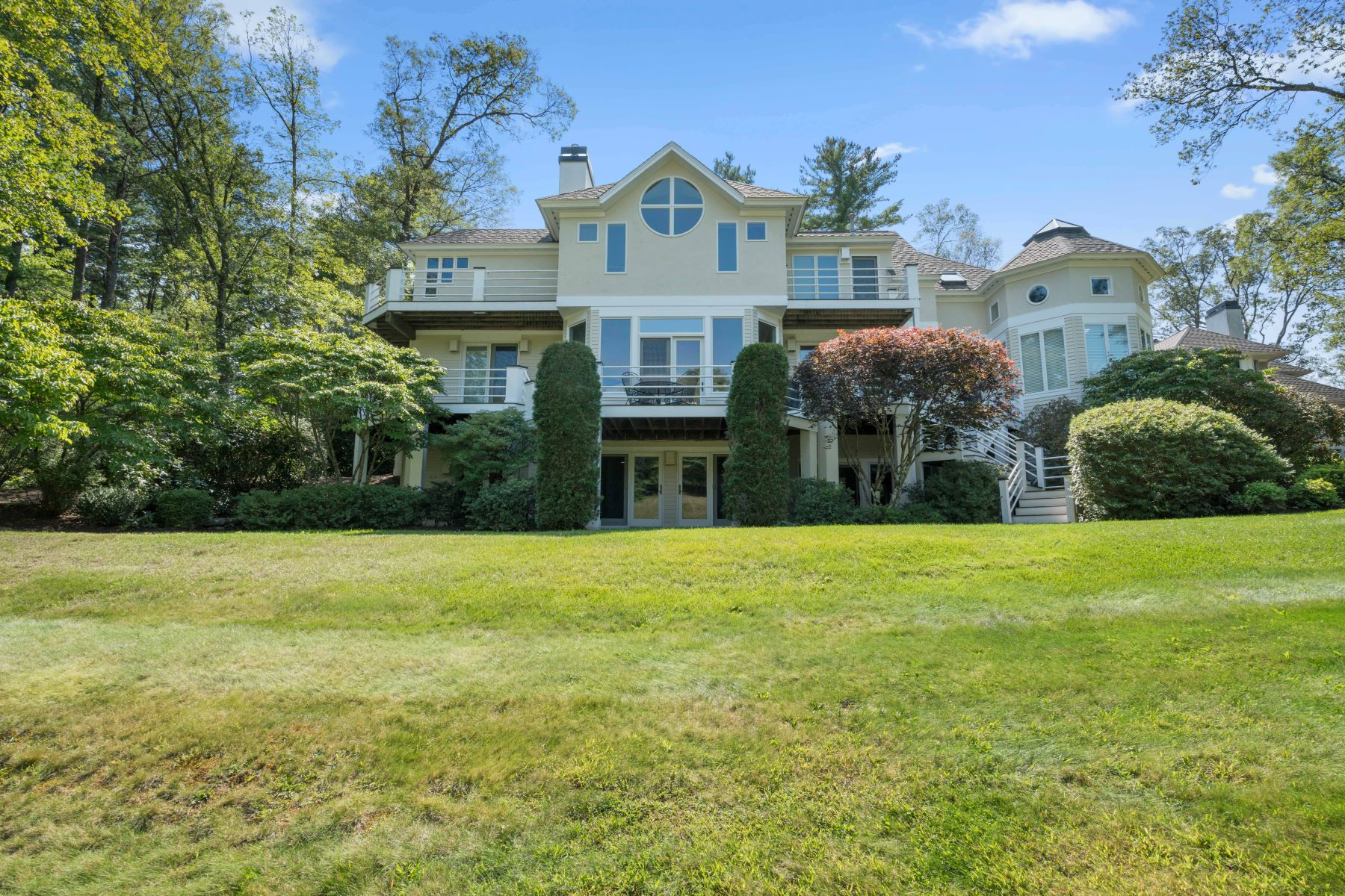 Additional photo for property listing at Privacy And View's 44 Southpoint Lane Ipswich, Massachusetts 01938 Estados Unidos