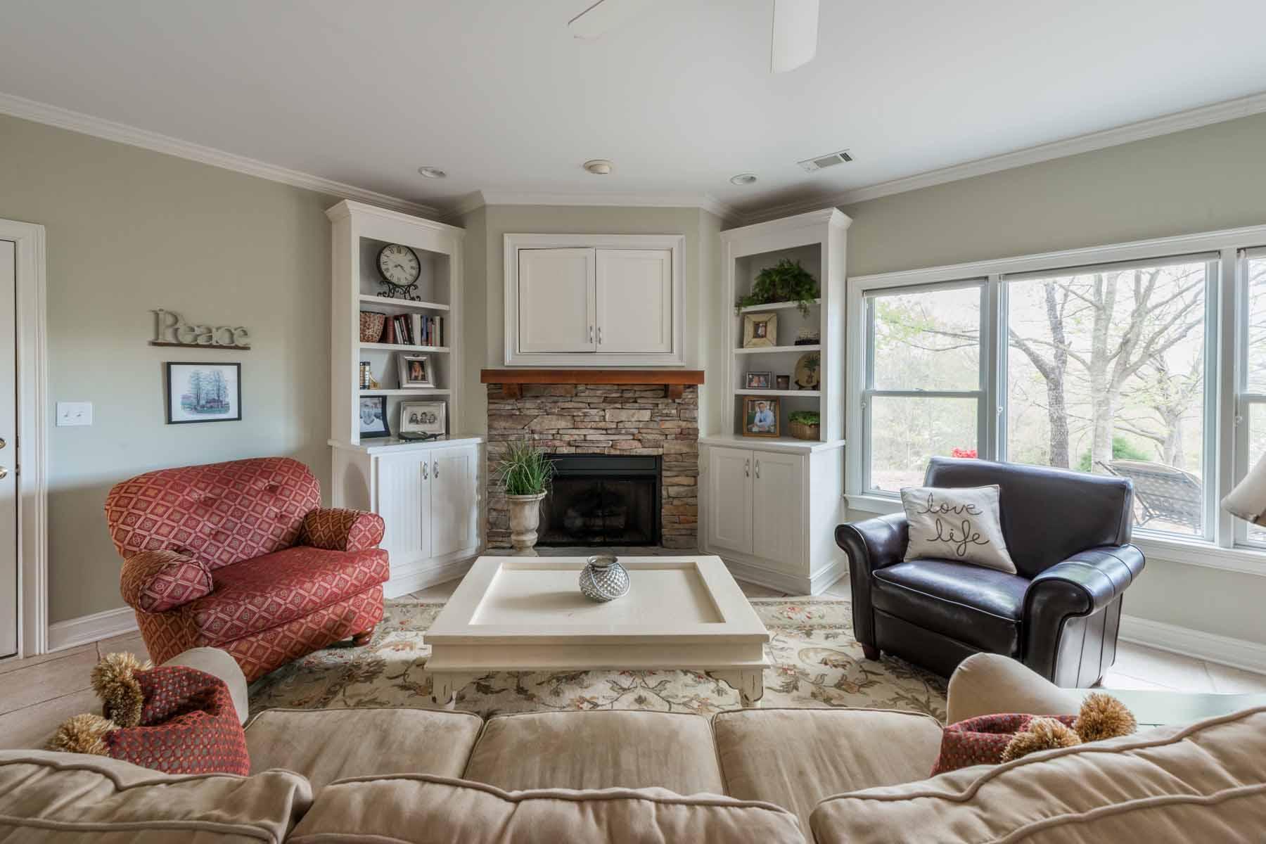 Tek Ailelik Ev için Satış at Private Retreat With Guest Cottage And Pool 10697 Bell Road Duluth, Georgia, 30097 Amerika Birleşik Devletleri