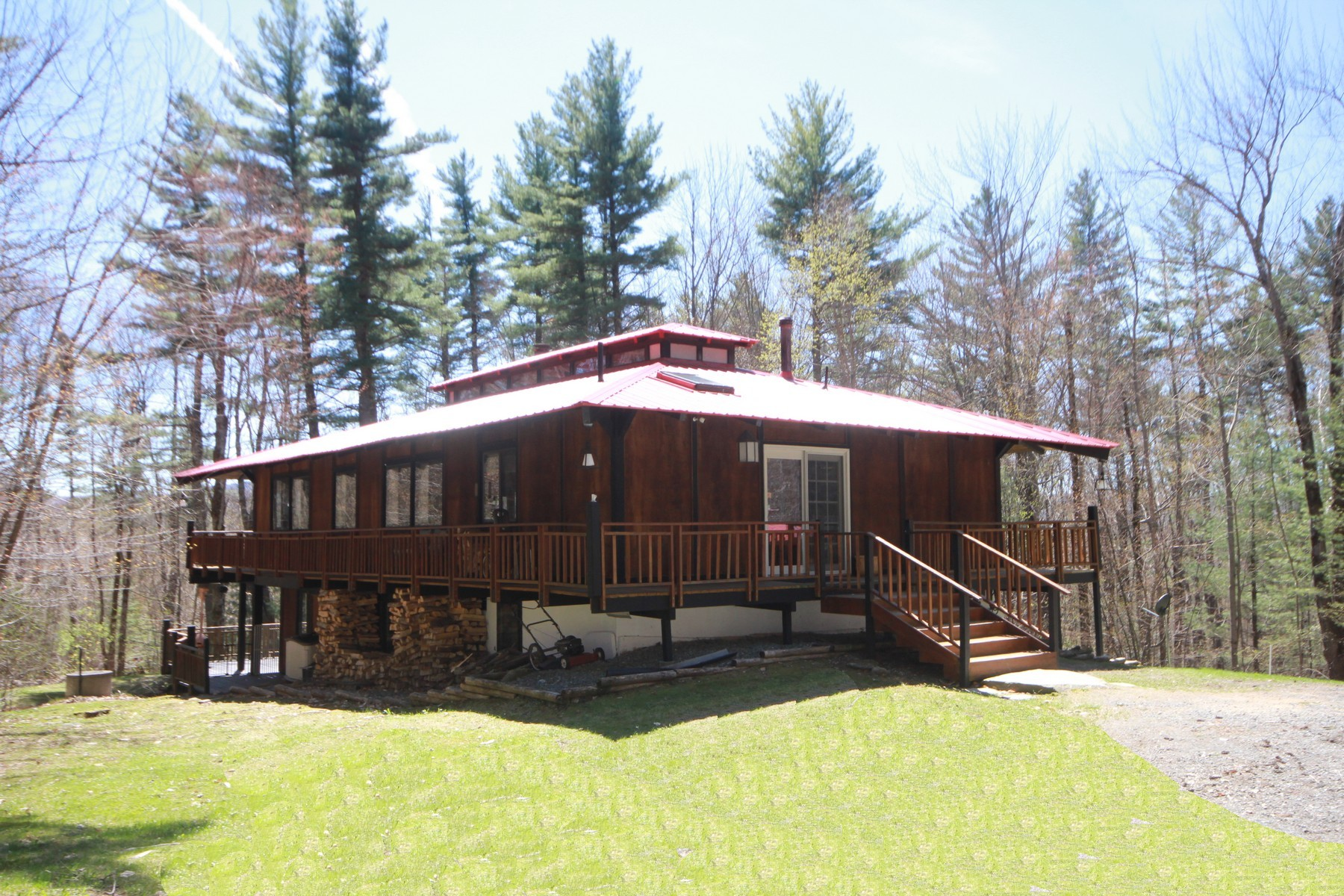 single family homes for Sale at Close to Snowmobiling and Skiing 310 Pams Hill Rd Wardsboro, Vermont 05355 United States