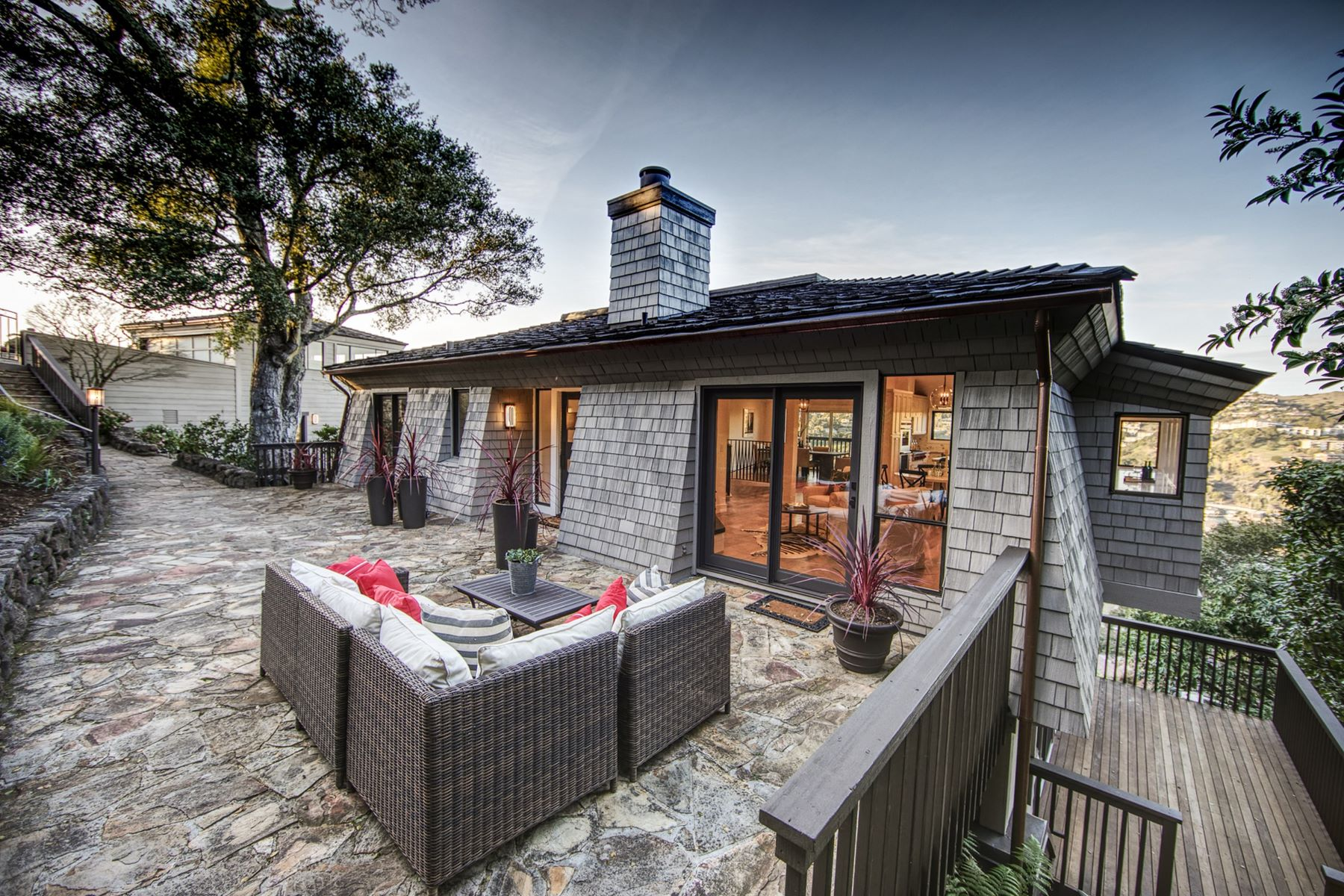 Additional photo for property listing at Dazzling Contemporary Renovation with a Farmhouse Feel! 5 Crest Road Belvedere, California 94920 Estados Unidos