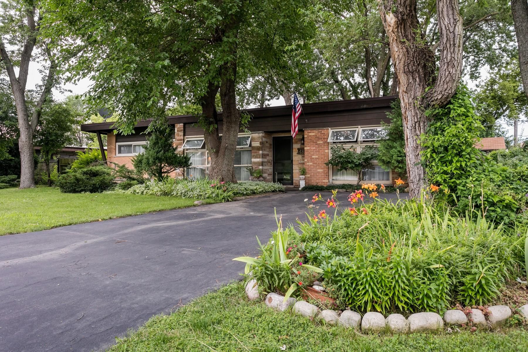 Casa para uma família para Venda às Ranch Home in Norridge 4820 N Vine Avenue Norridge, Illinois, 60706 Estados Unidos