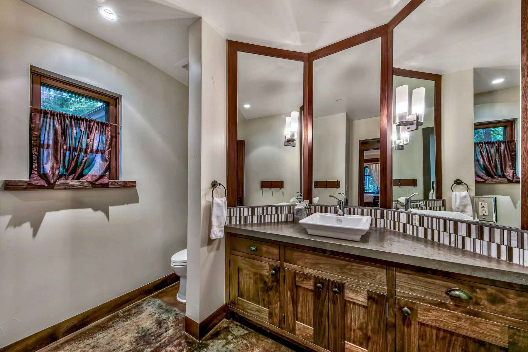 Additional photo for property listing at 1550 Debra Lane, Incline Village, NV 96145 1550 Debra Lane Incline Village, 内华达州 89451 美国