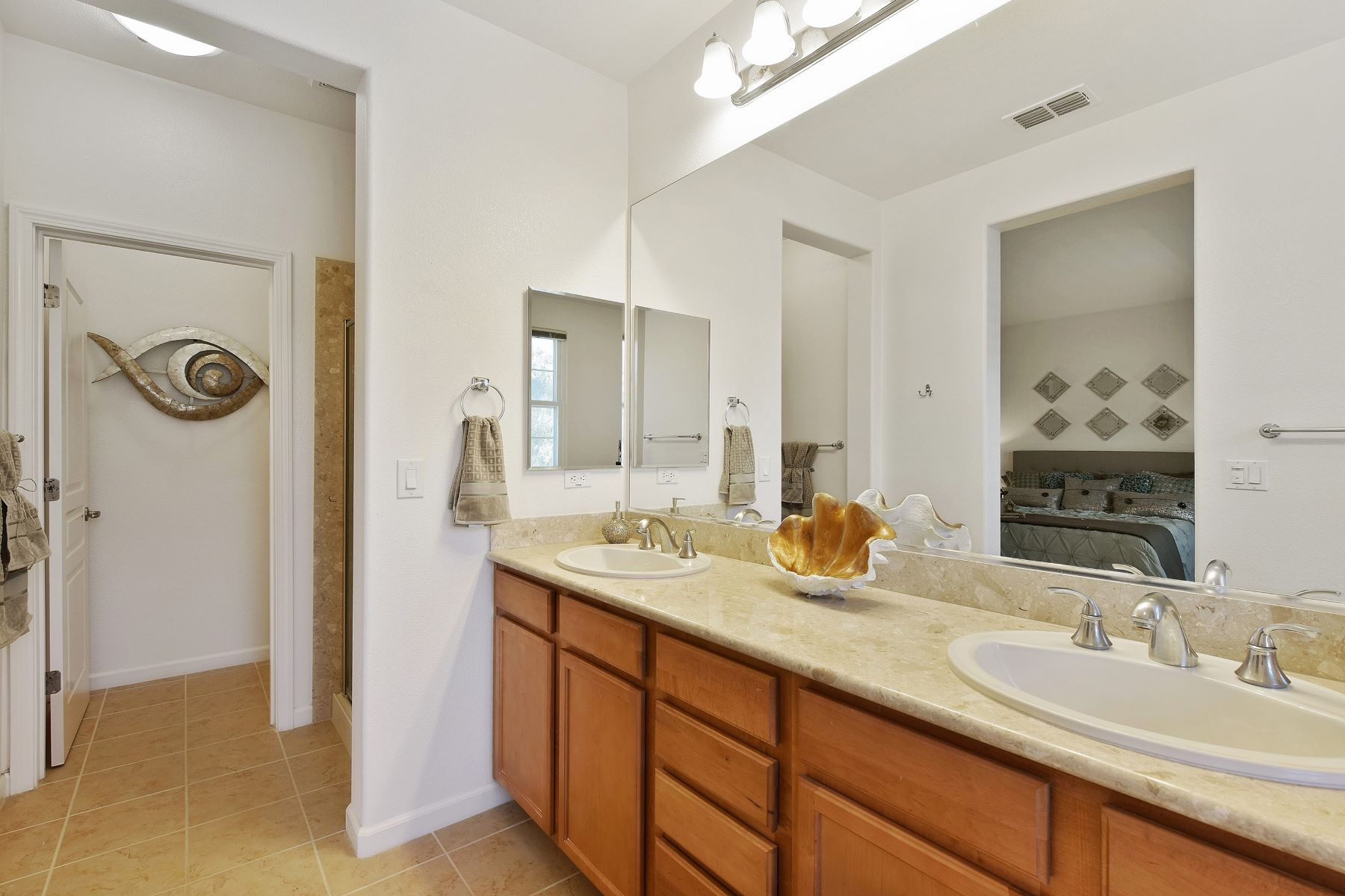 Additional photo for property listing at Contemporary Townhome In Prime Eden Shores 2695 Northern Cross Road Hayward, Kalifornien 94545 Vereinigte Staaten