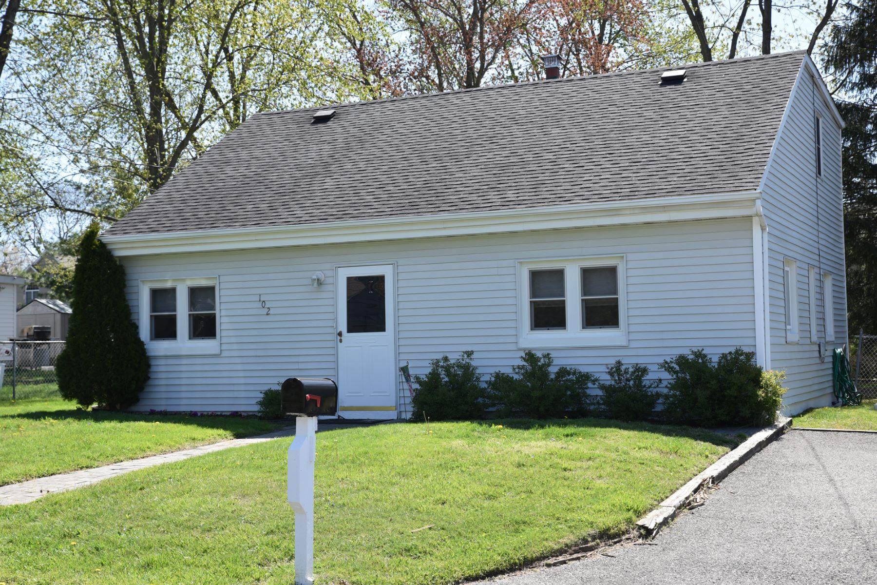 Maison unifamiliale pour l Vente à Wonderful Opportunity 102 Center St, Neptune, New Jersey 07763 États-Unis