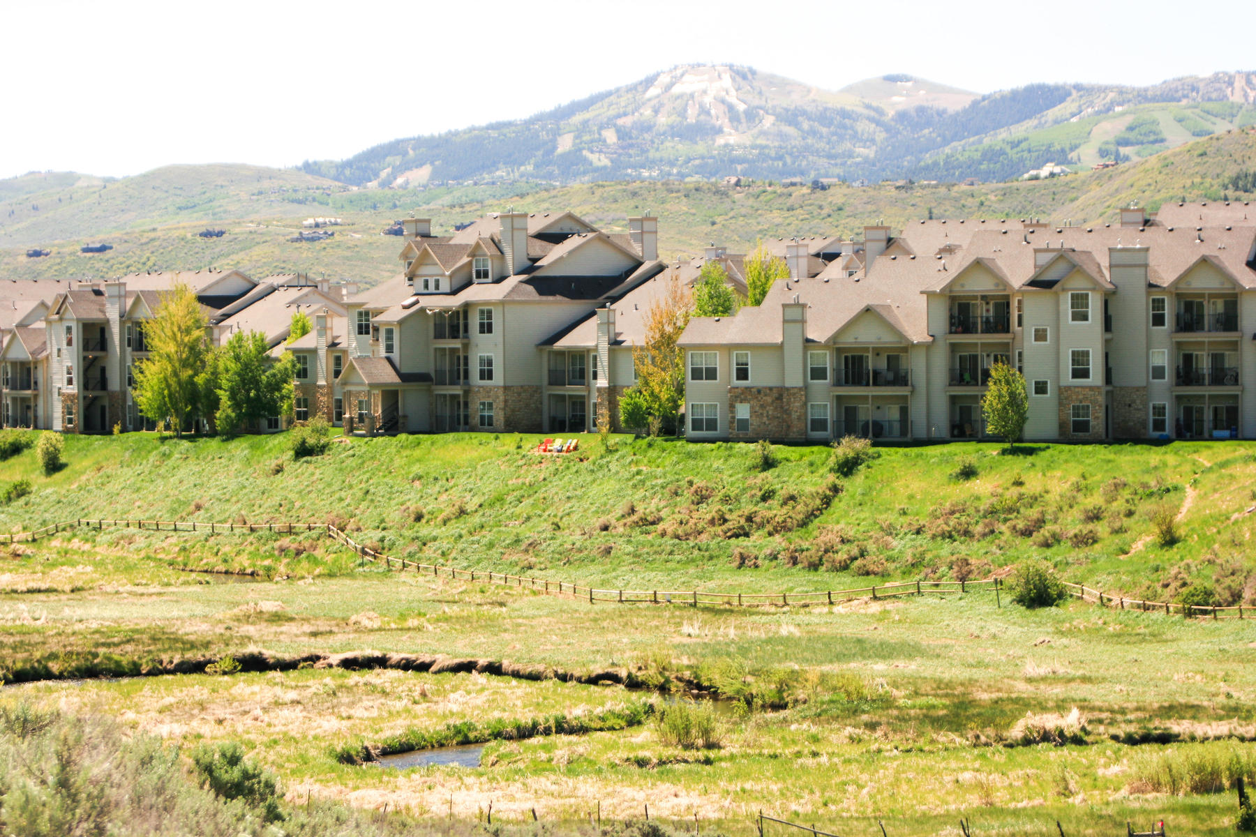 Additional photo for property listing at Easy Living in this Garden Level Two Bedroom with Garage 900 Bitner Rd #N12 Park City, Utah 84098 United States