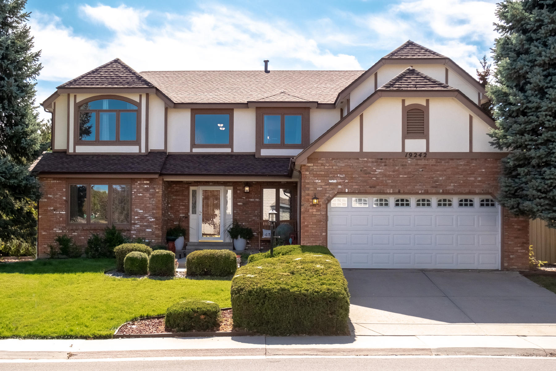 Single Family Homes for Sale at Absolutely Beautiful Piney Creek Home 19242 E Ida Drive Aurora, Colorado 80015 United States