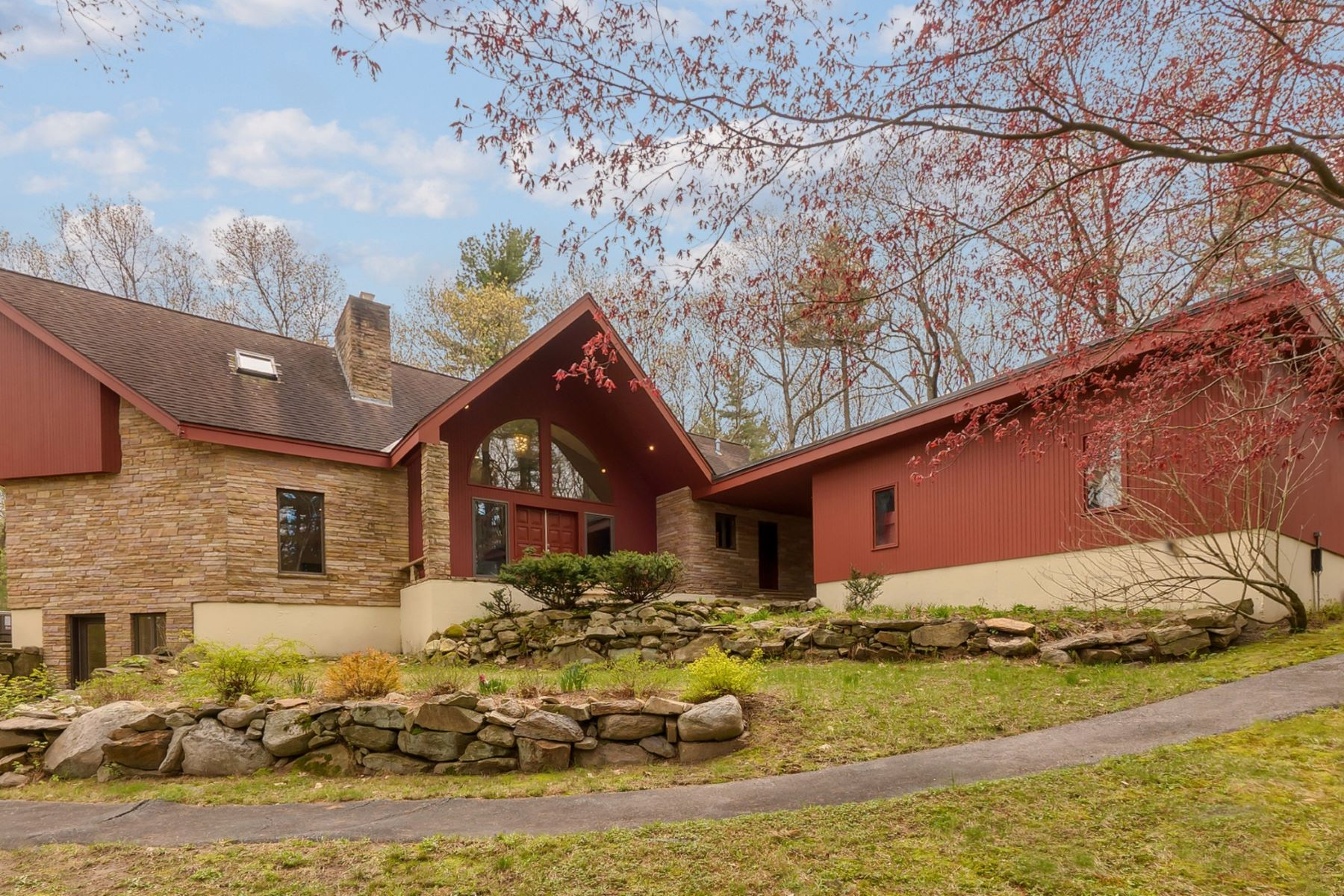 Single Family Home for Active at 264 Munroe Hill Road, Carlisle 264 Munroe Hill Rd Carlisle, Massachusetts 01741 United States