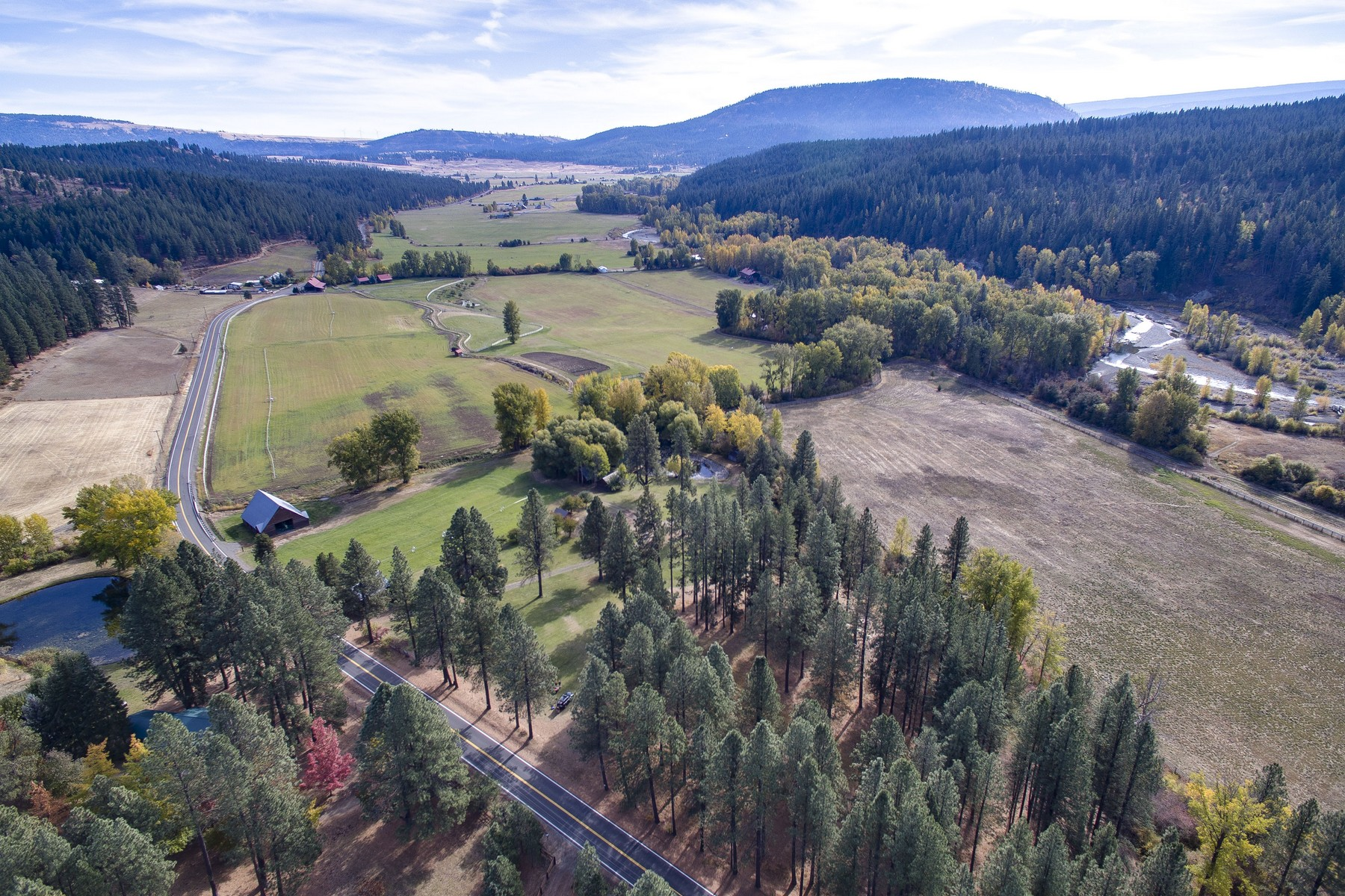Ferme / Ranch / Plantation pour l Vente à Gentleman's farm 3431 4061 Teanaway Rd Cle Elum, Washington 98922 États-Unis