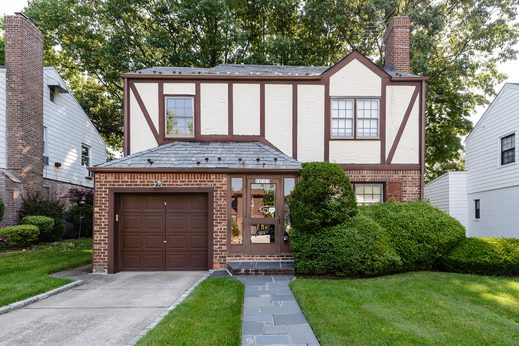 Single Family Home for Sale at 82-33 217th St , Hollis Hills, NY 11427 82-33 217th St Queens Village, New York 11427 United States