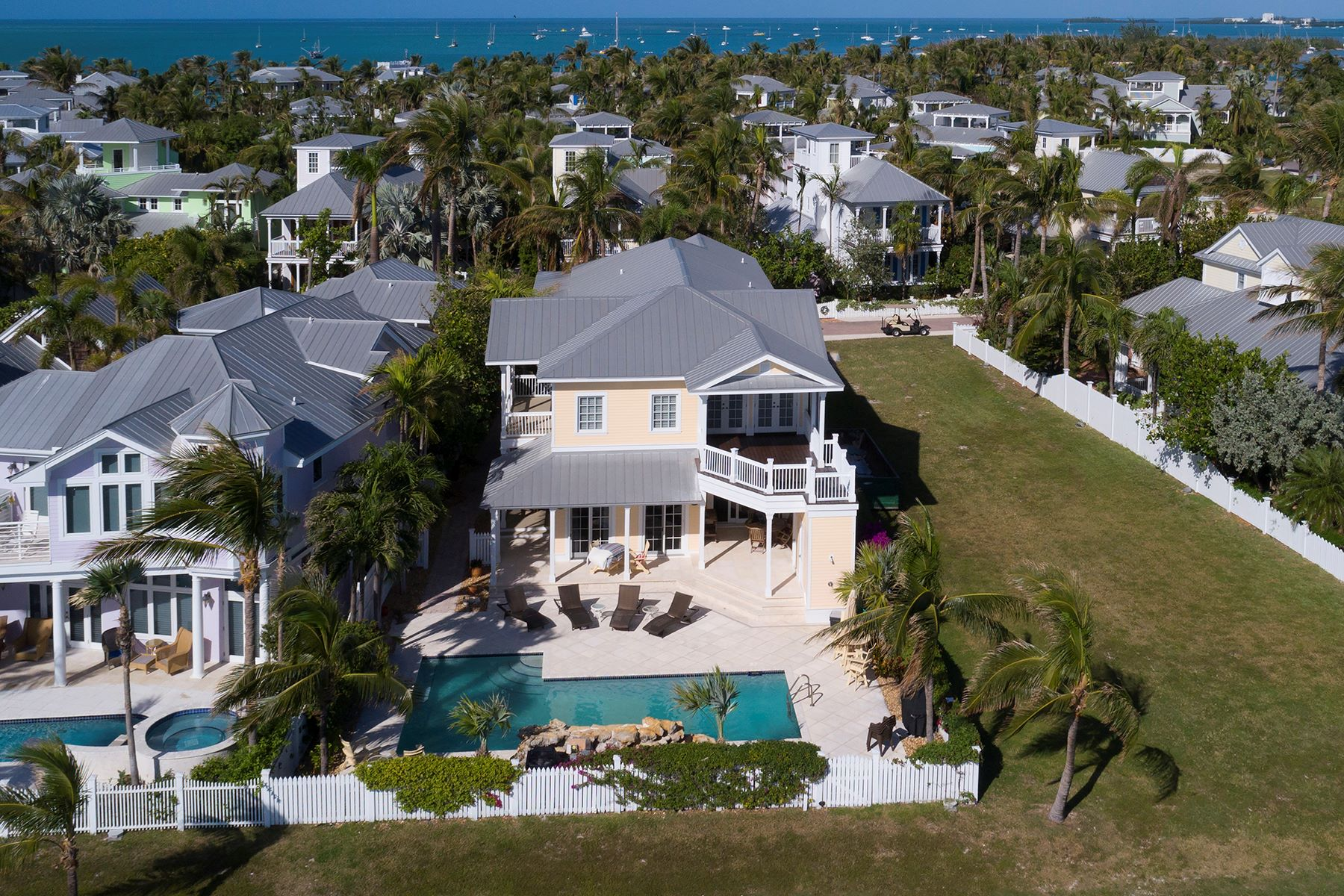 Additional photo for property listing at Oceanfront Home on Sunset Key 23 Sunset Key Drive Key West, Florida 33040 Estados Unidos