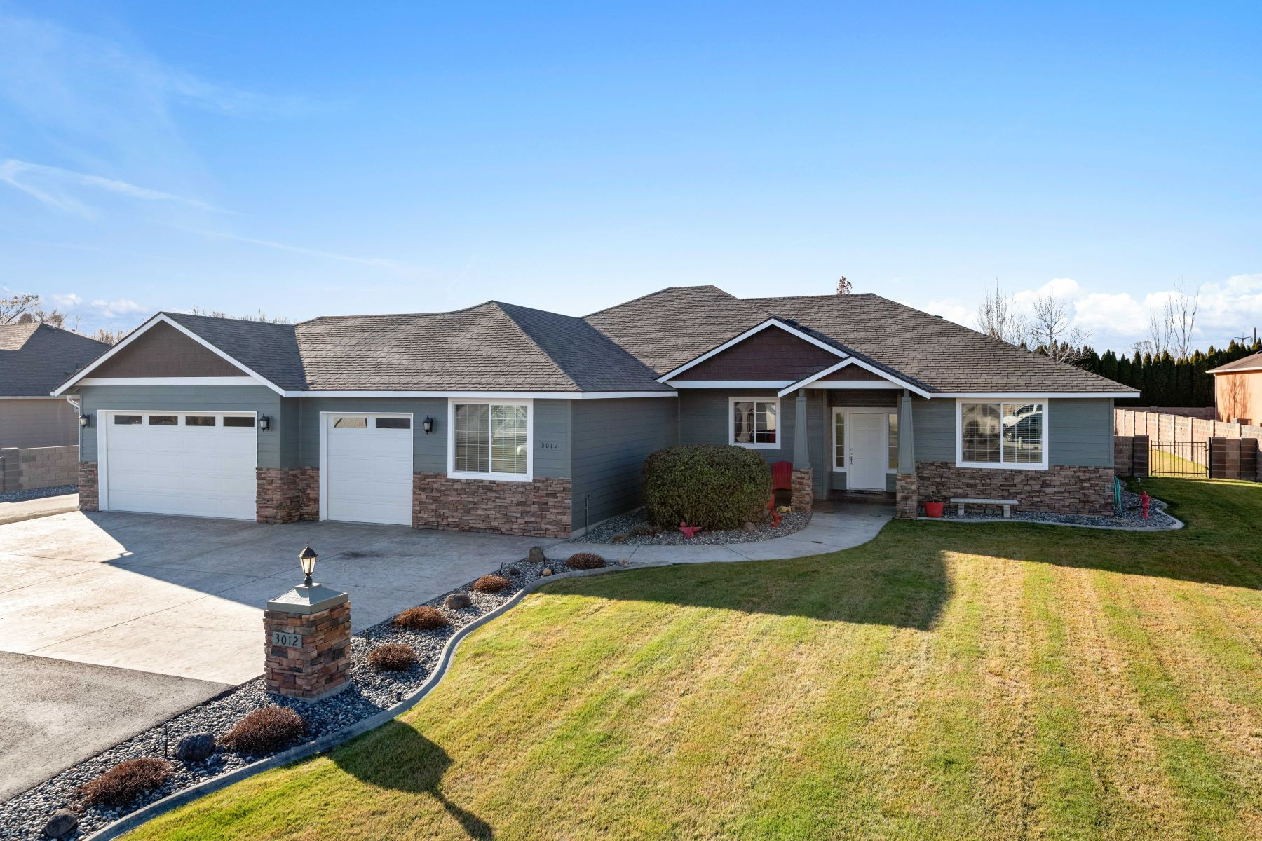Single Family Homes por un Venta en 26x36 Shop on .57 Acres 3012 Road 61 Pasco, Washington 99301 Estados Unidos
