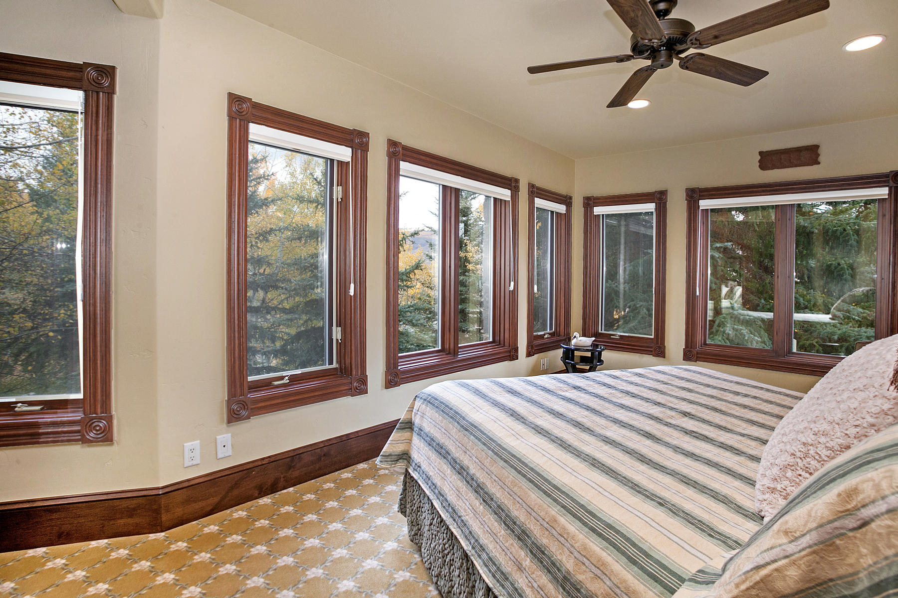 Additional photo for property listing at Grand Ski-in Home 278 Holden Road Beaver Creek, Colorado 81620 United States