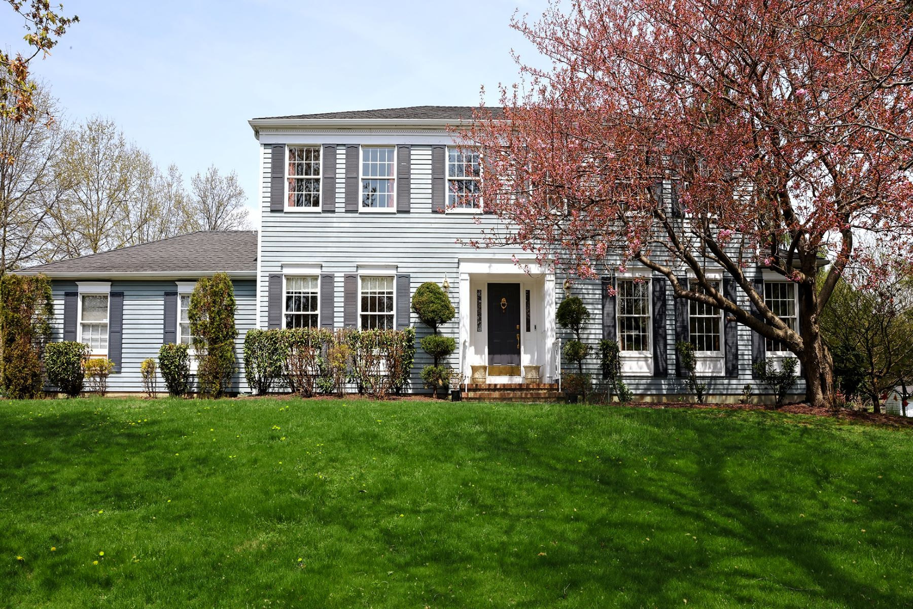 Single Family Homes for Rent at Exceptional Cul-De-Sac Colonial in Princeton Oaks 3 Cranston Court, Princeton Junction, New Jersey 08550 United States