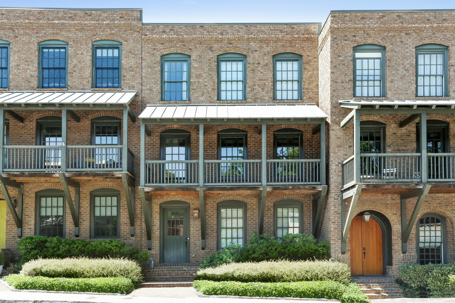 타운하우스 용 매매 에 Stately Townhome in Heart of Serenbe Community 9062 Selborne Lane Chattahoochee Hills, 조지아, 30268 미국