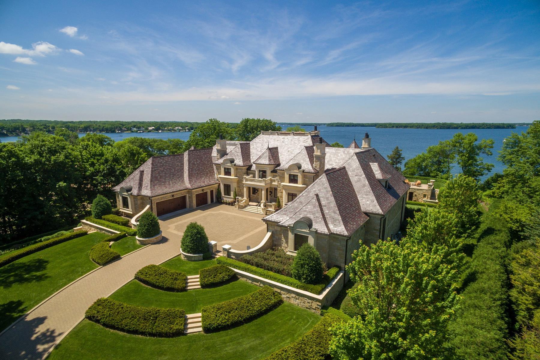Single Family Homes por un Venta en Unrivaled Lake Minnetonka Estate 3770 Northome Road Deephaven, Minnesota 55391 Estados Unidos
