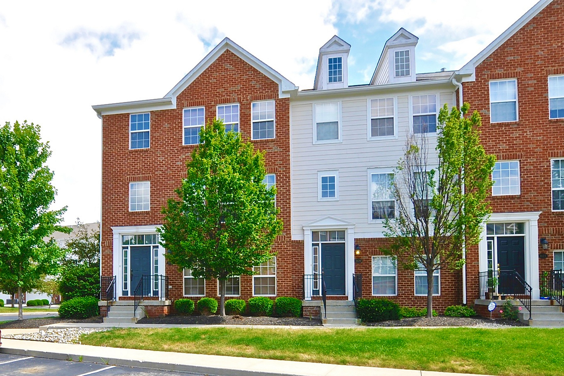 Casa unifamiliar adosada (Townhouse) por un Alquiler en Immaculate End Unit Townhome in Carmel 1135 Cavendish Drive Carmel, Indiana 46032 Estados Unidos