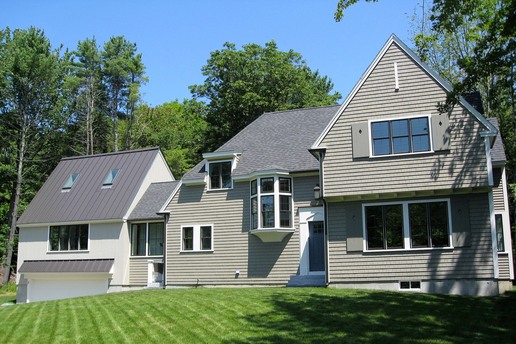 Single Family Home for Sale at 2 Woodlawn Avenue 2 Woodlawn Avenue Kennebunkport, Maine 04046 United States