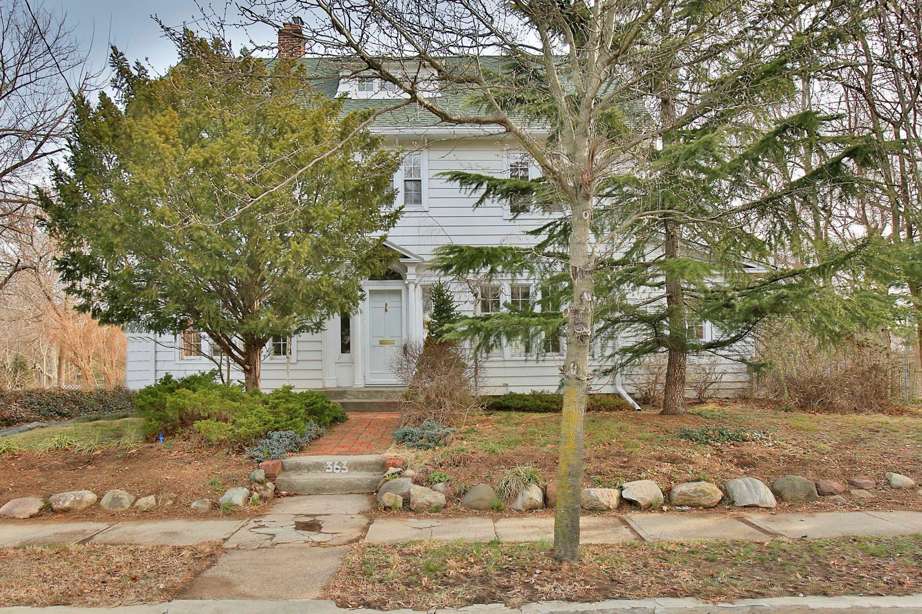 Частный односемейный дом для того Продажа на Impressive Westwood Colonial 363 Kinderkamack Road Westwood, Нью-Джерси 07675 Соединенные Штаты