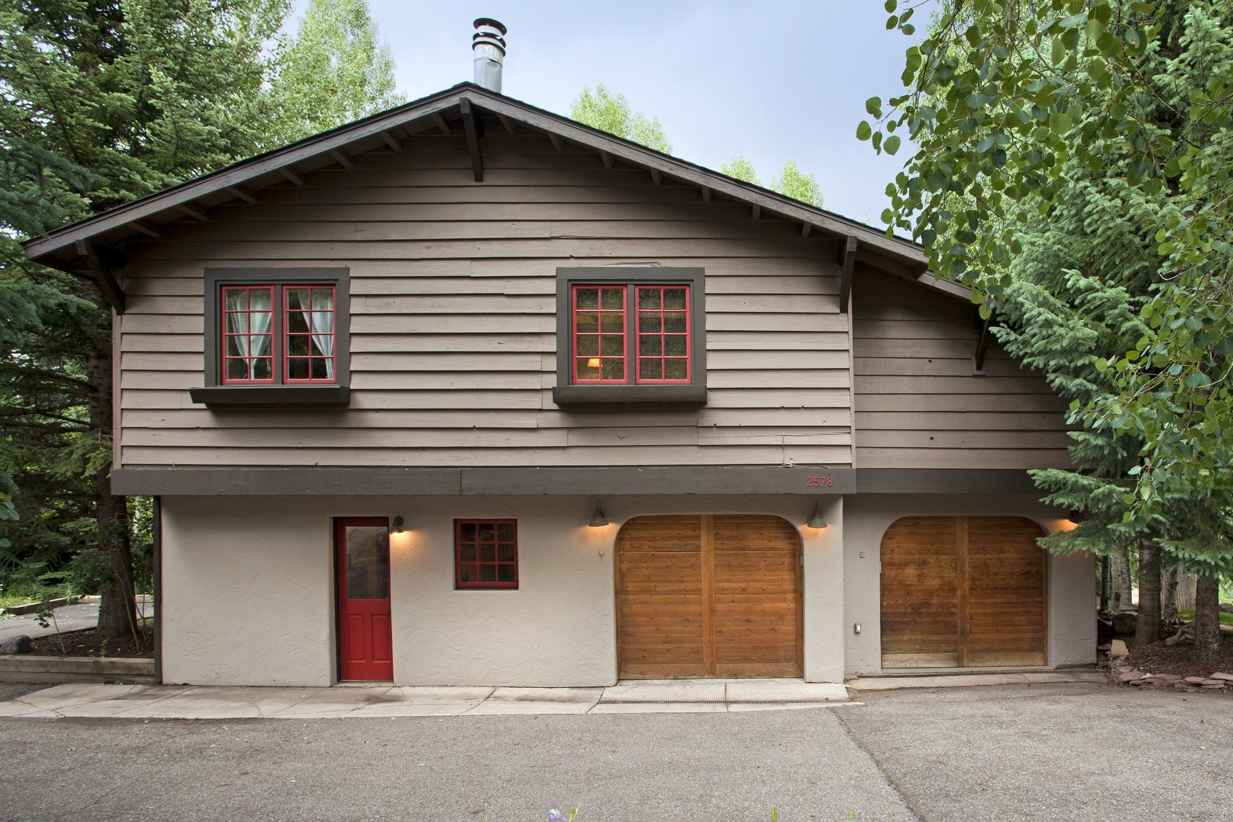Maison unifamiliale pour l Vente à European Chalet Worth Seeing 2578 Arosa Dr. Vail, Colorado, 81657 États-Unis