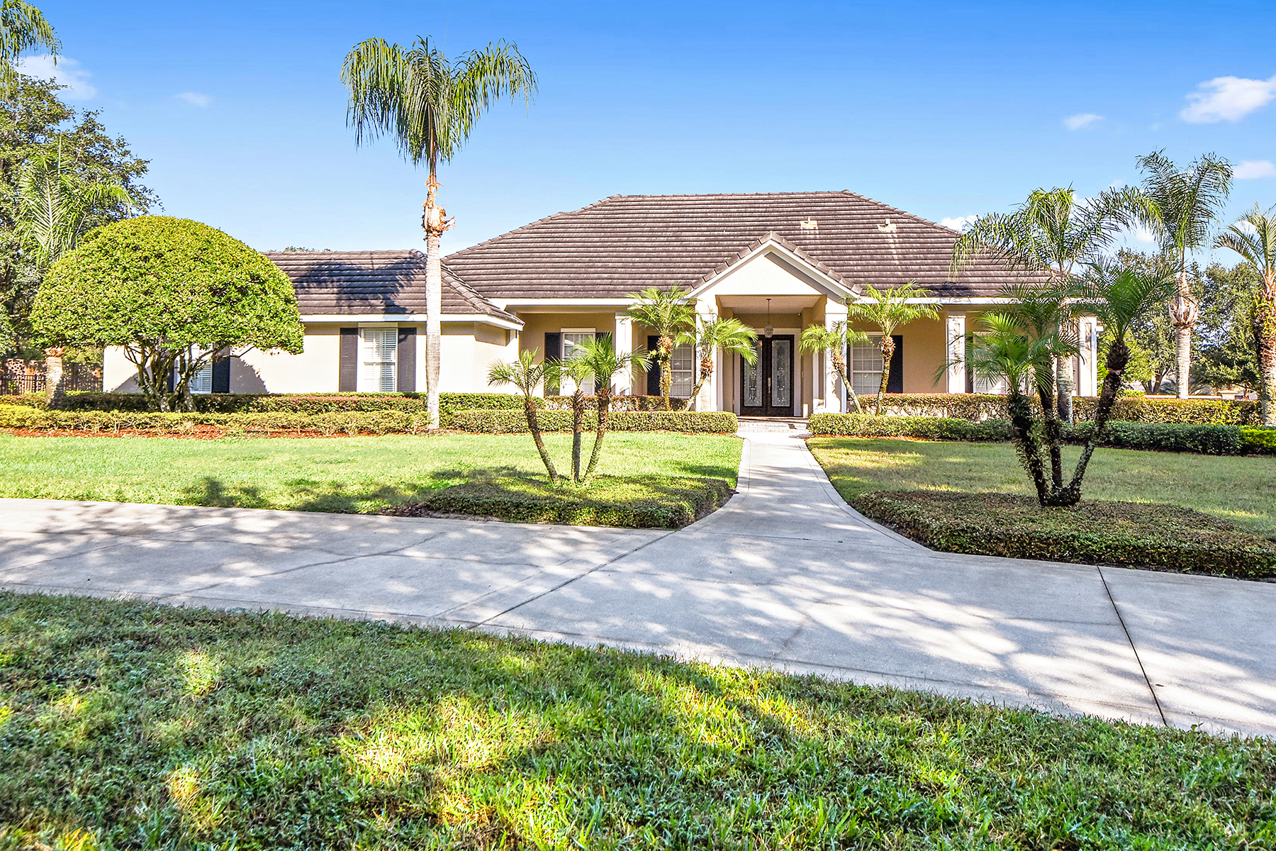 Single Family Homes for Sale at WINDERMERE-ORLANDO 9633 Weatherstone Ct Windermere, Florida 34786 United States