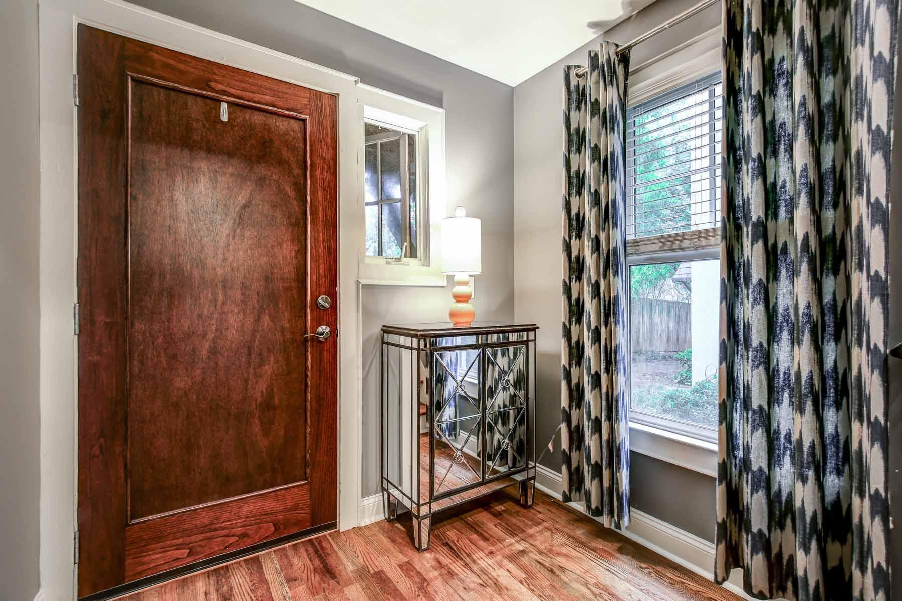 Maison unifamiliale pour l Vente à Rarely Available Four Bedroom Four and a Half Bath Townhome at Knob Hills 19 Knob Hills Circle Decatur, Georgia, 30030 États-Unis