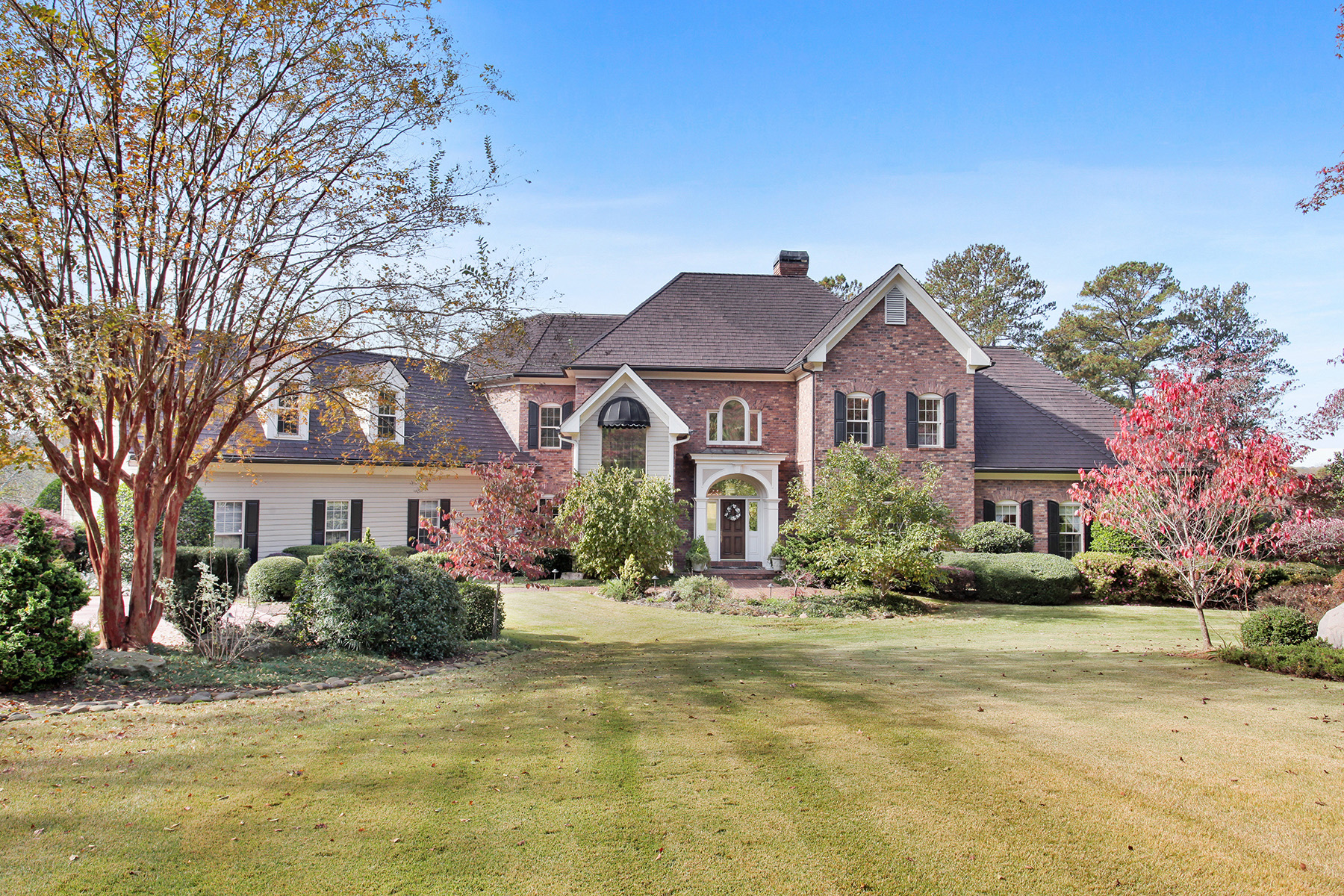 Single Family Homes 为 销售 在 Stunning Golf Course Home In The Estates Of Atlanta National 420 Tournament Players Drive, 米尔顿, 乔治亚州 30004 美国