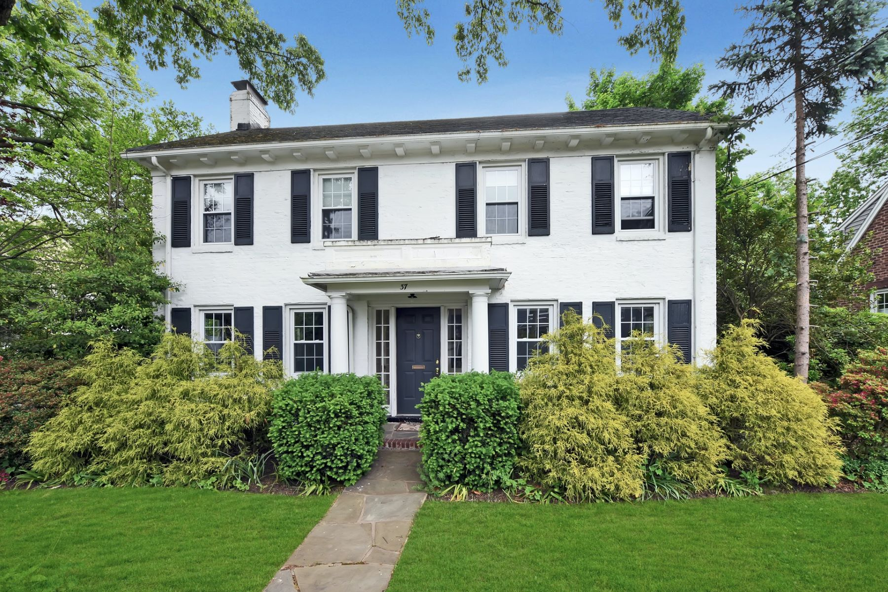 Single Family Homes for Sale at Center Hall Colonial 37 Oak Street Tenafly, New Jersey 07670 United States